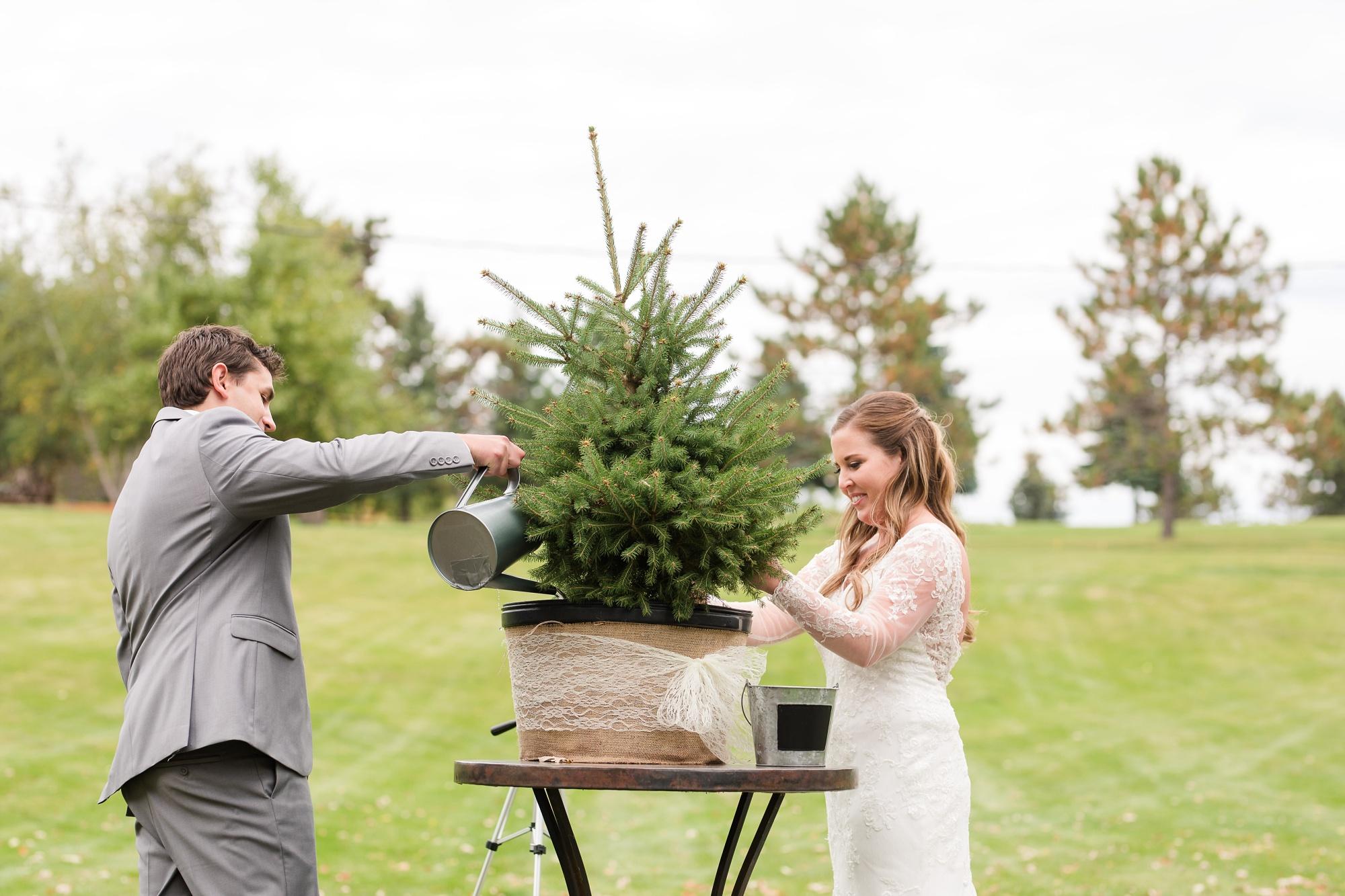 AmberLangerudPhotography_Fair Hills Resort Lakeside Wedding in Minnesota_3465.jpg