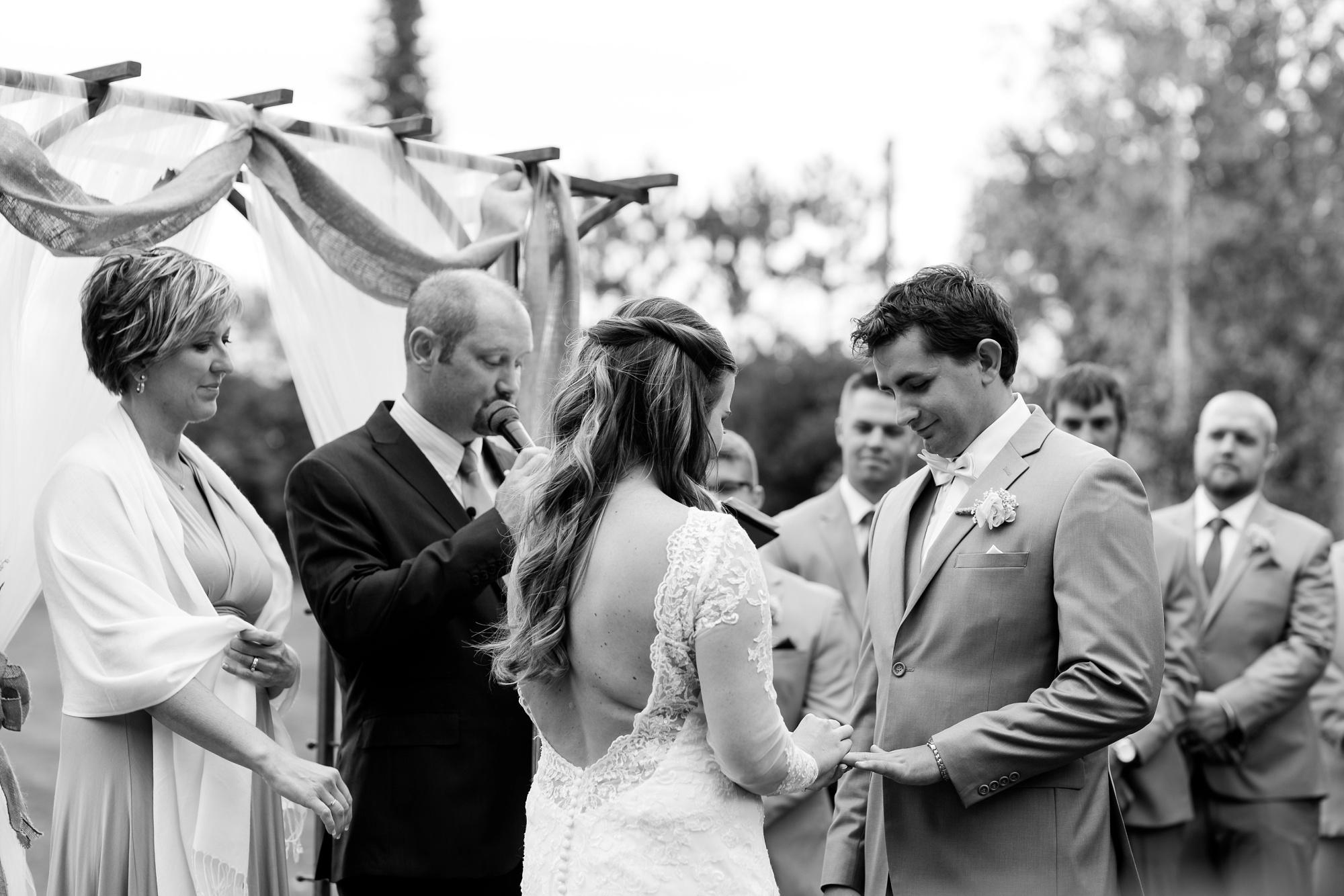 AmberLangerudPhotography_Fair Hills Resort Lakeside Wedding in Minnesota_3467.jpg