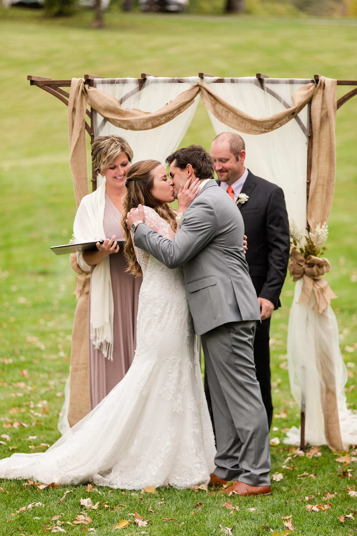 AmberLangerudPhotography_Fair Hills Resort Lakeside Wedding in Minnesota_3469.jpg