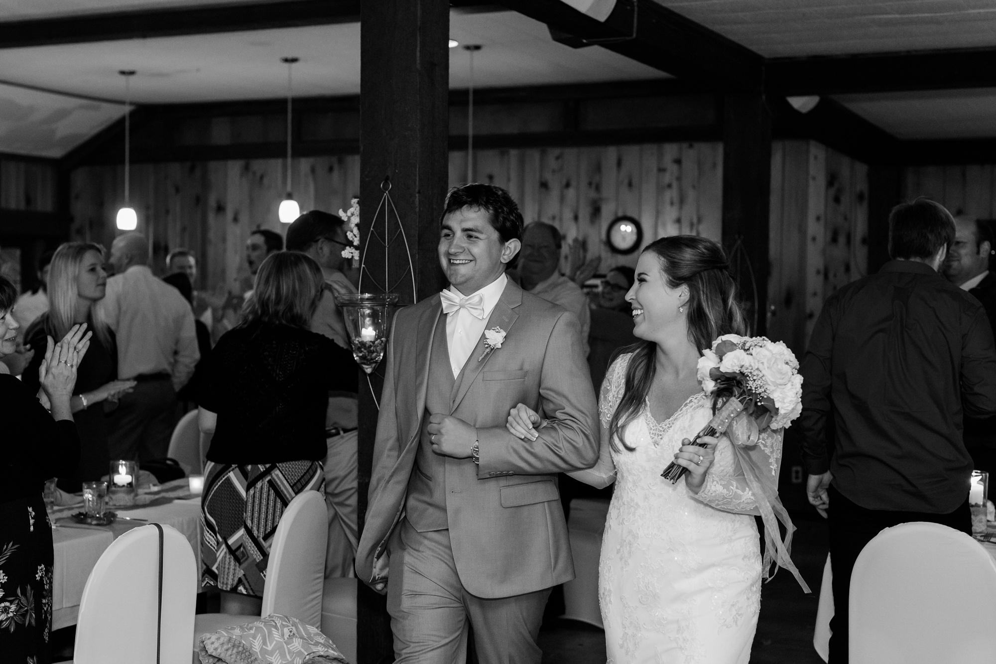AmberLangerudPhotography_Fair Hills Resort Lakeside Wedding in Minnesota_3476.jpg