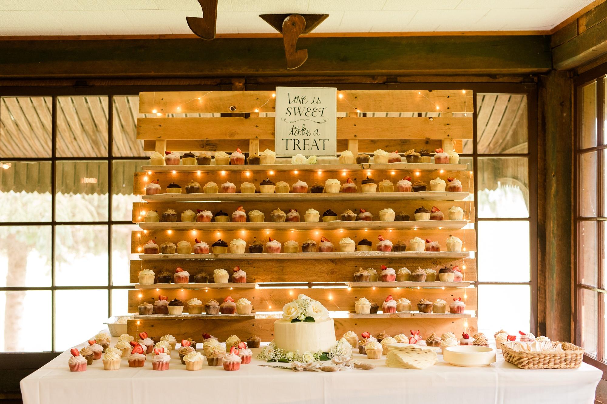 AmberLangerudPhotography_Fair Hills Resort Lakeside Wedding in Minnesota_3481.jpg