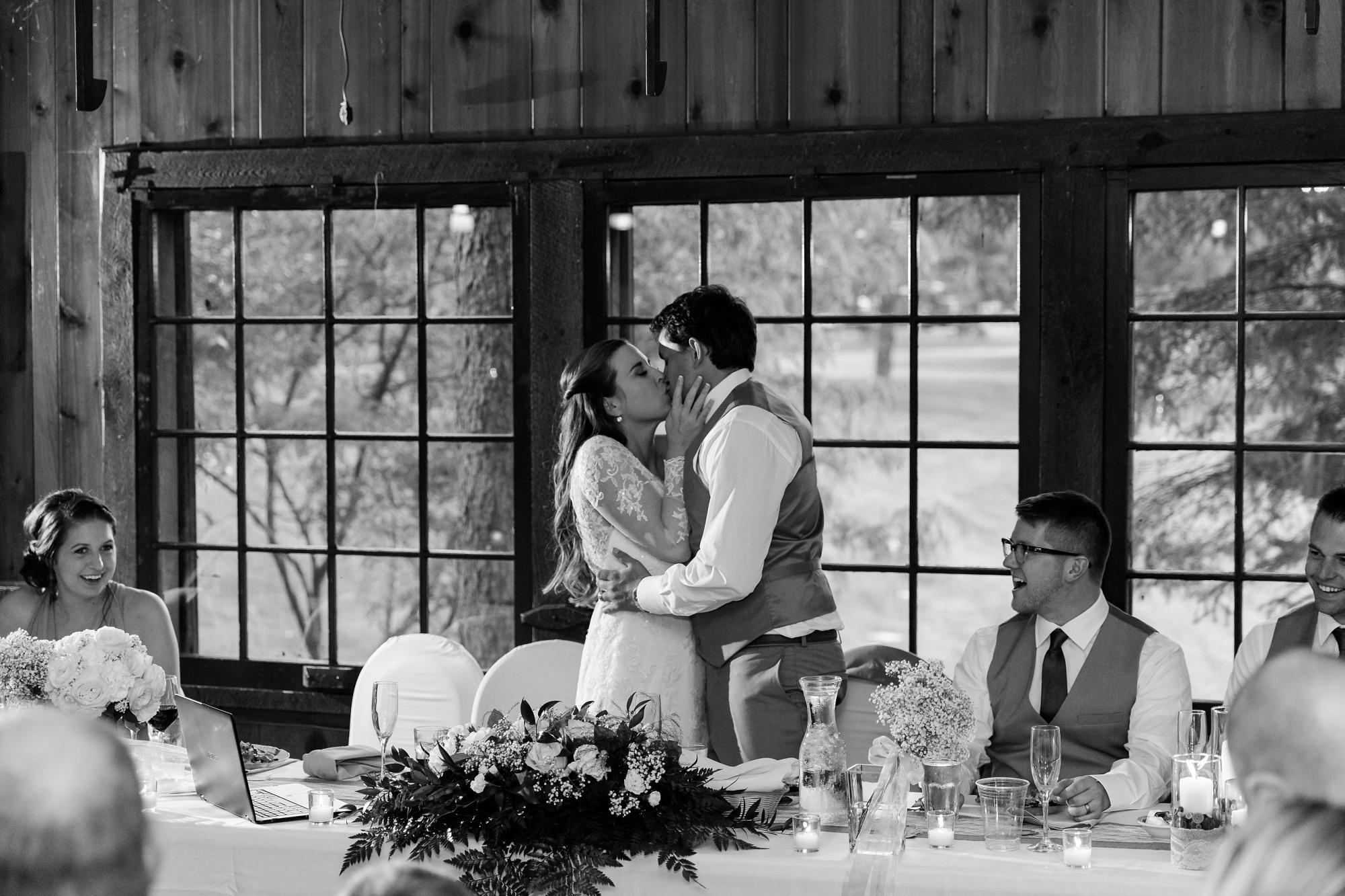 AmberLangerudPhotography_Fair Hills Resort Lakeside Wedding in Minnesota_3483.jpg