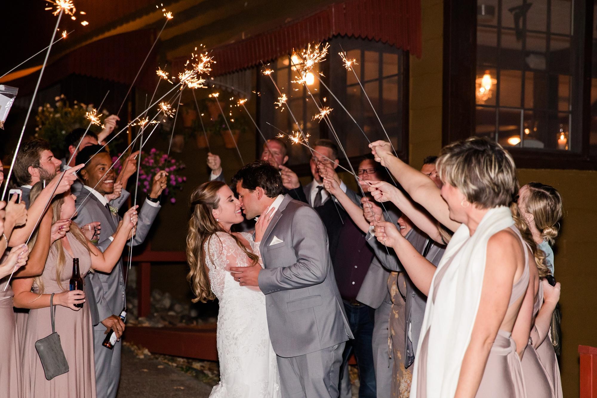 AmberLangerudPhotography_Fair Hills Resort Lakeside Wedding in Minnesota_3489.jpg