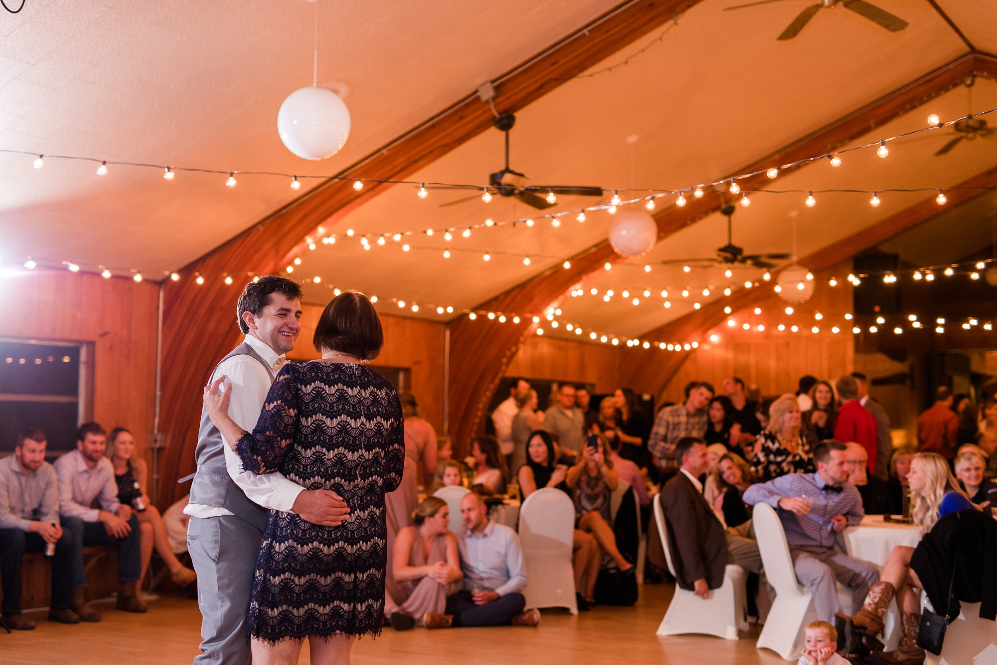 AmberLangerudPhotography_Fair Hills Resort Lakeside Wedding in Minnesota_3499.jpg