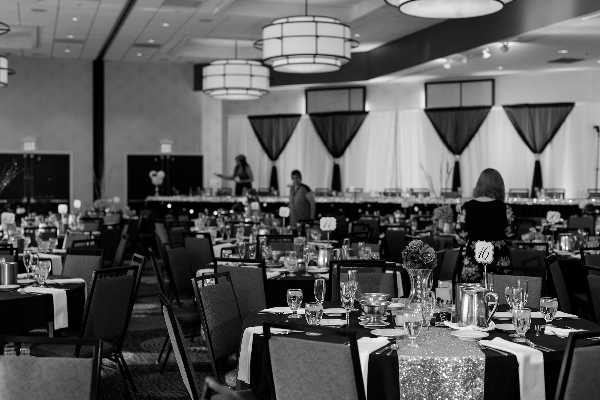 AmberLangerudPhotography_Downtown Fargo, ND Ramada Wedding_3690.jpg