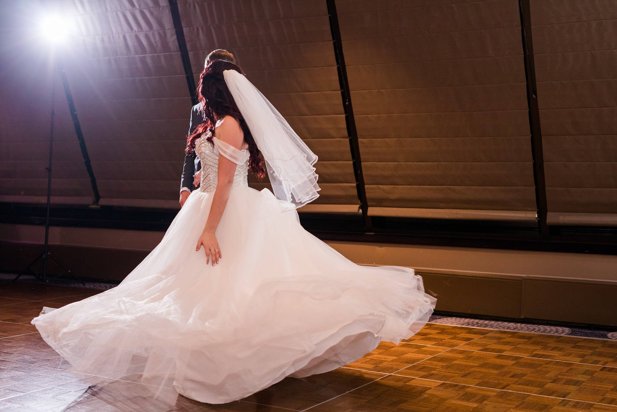 AmberLangerudPhotography_Downtown Fargo, ND Ramada Wedding_3706.jpg