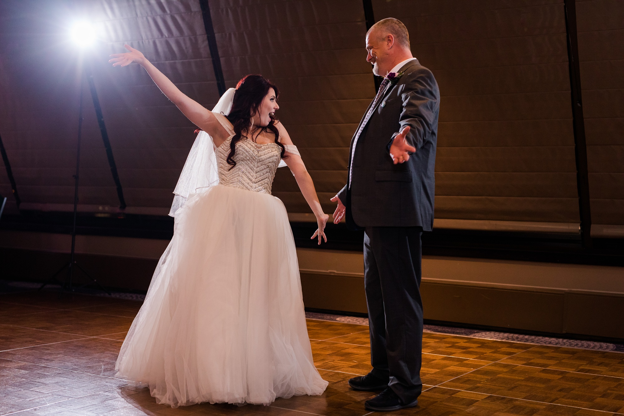 AmberLangerudPhotography_Downtown Fargo, ND Ramada Wedding_3709.jpg