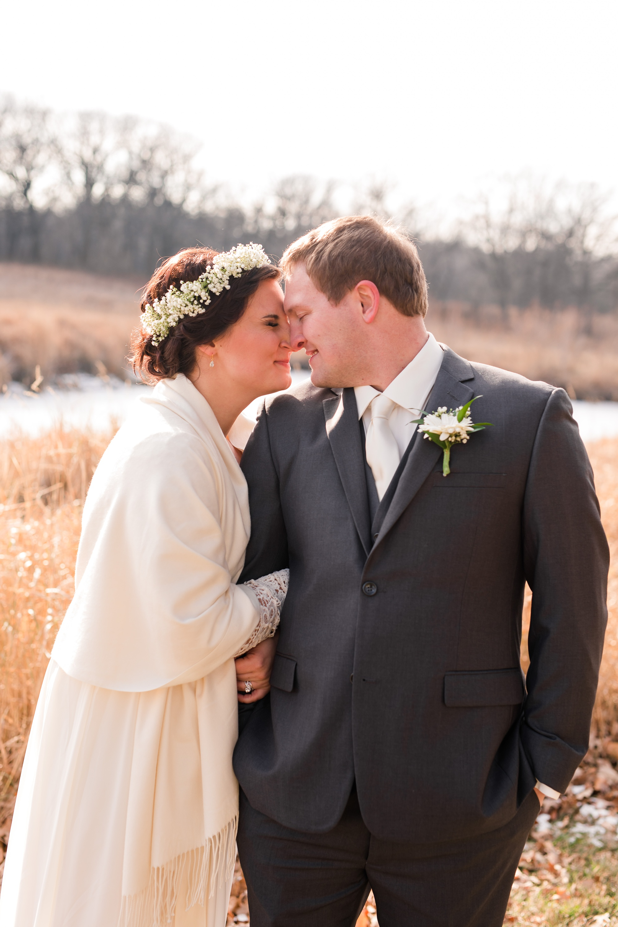 Amber Langerud_Rustic Oaks, MN winter barn wedding_0520.jpg
