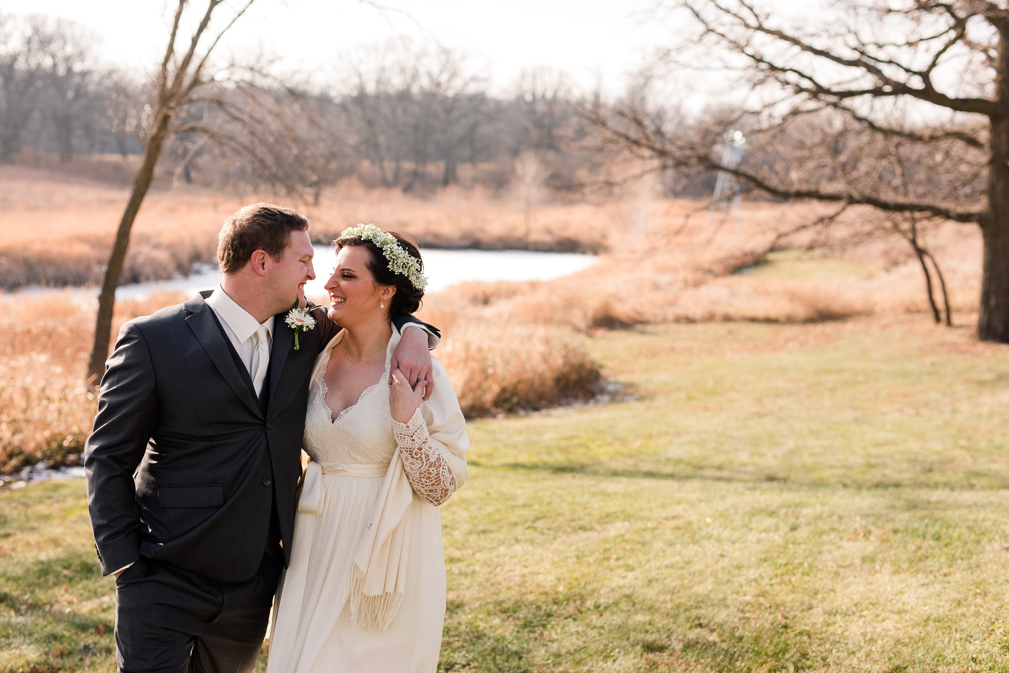 Amber Langerud_Rustic Oaks, MN winter barn wedding_0525.jpg