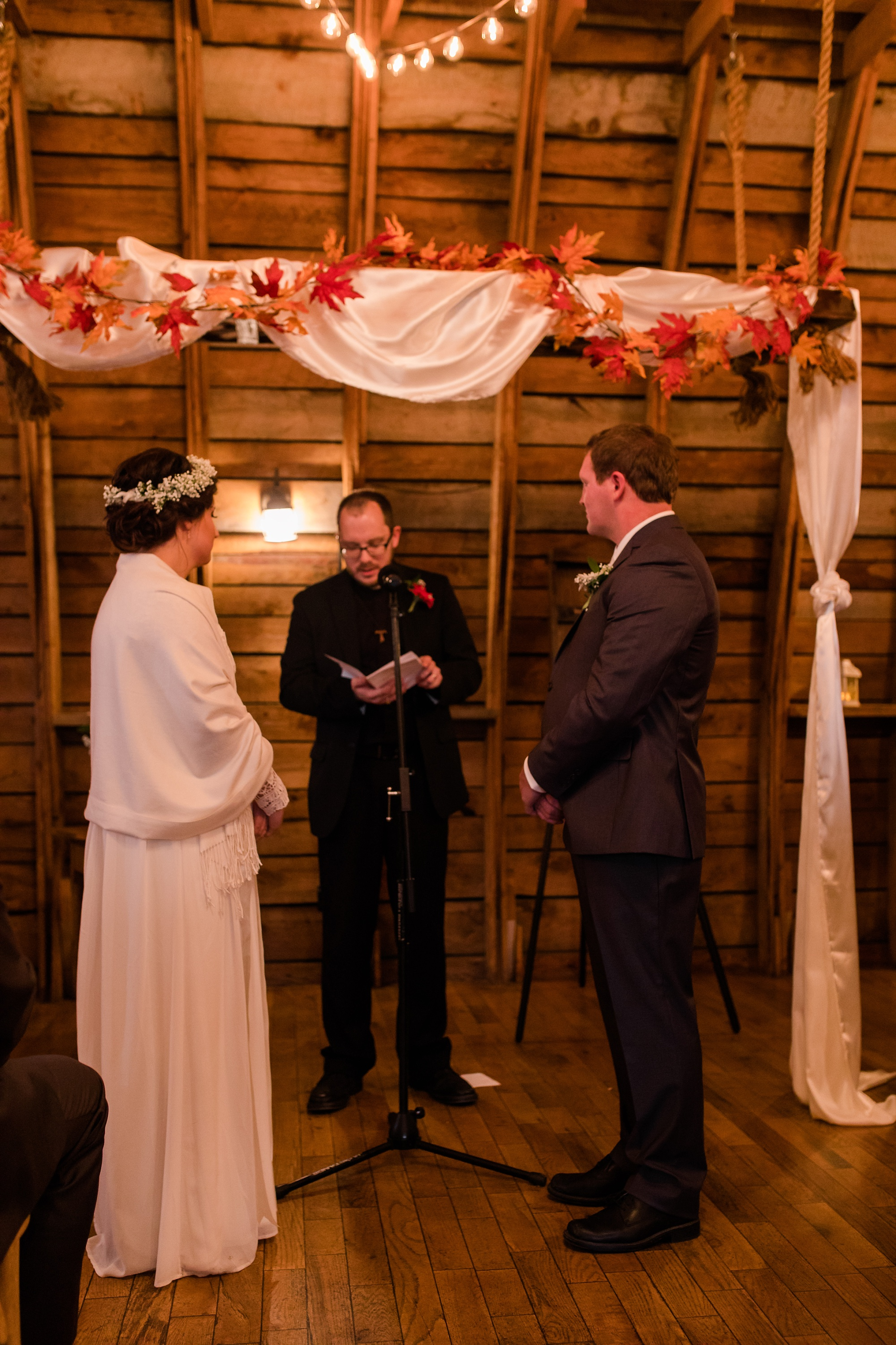 Amber Langerud_Rustic Oaks, MN winter barn wedding_0547.jpg