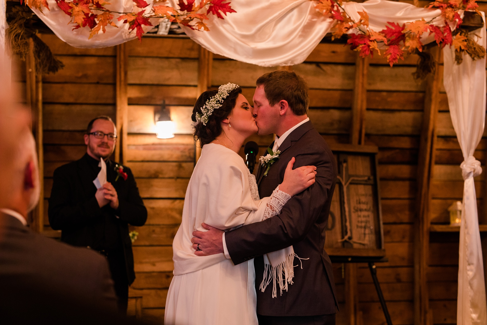 Amber Langerud_Rustic Oaks, MN winter barn wedding_0550.jpg