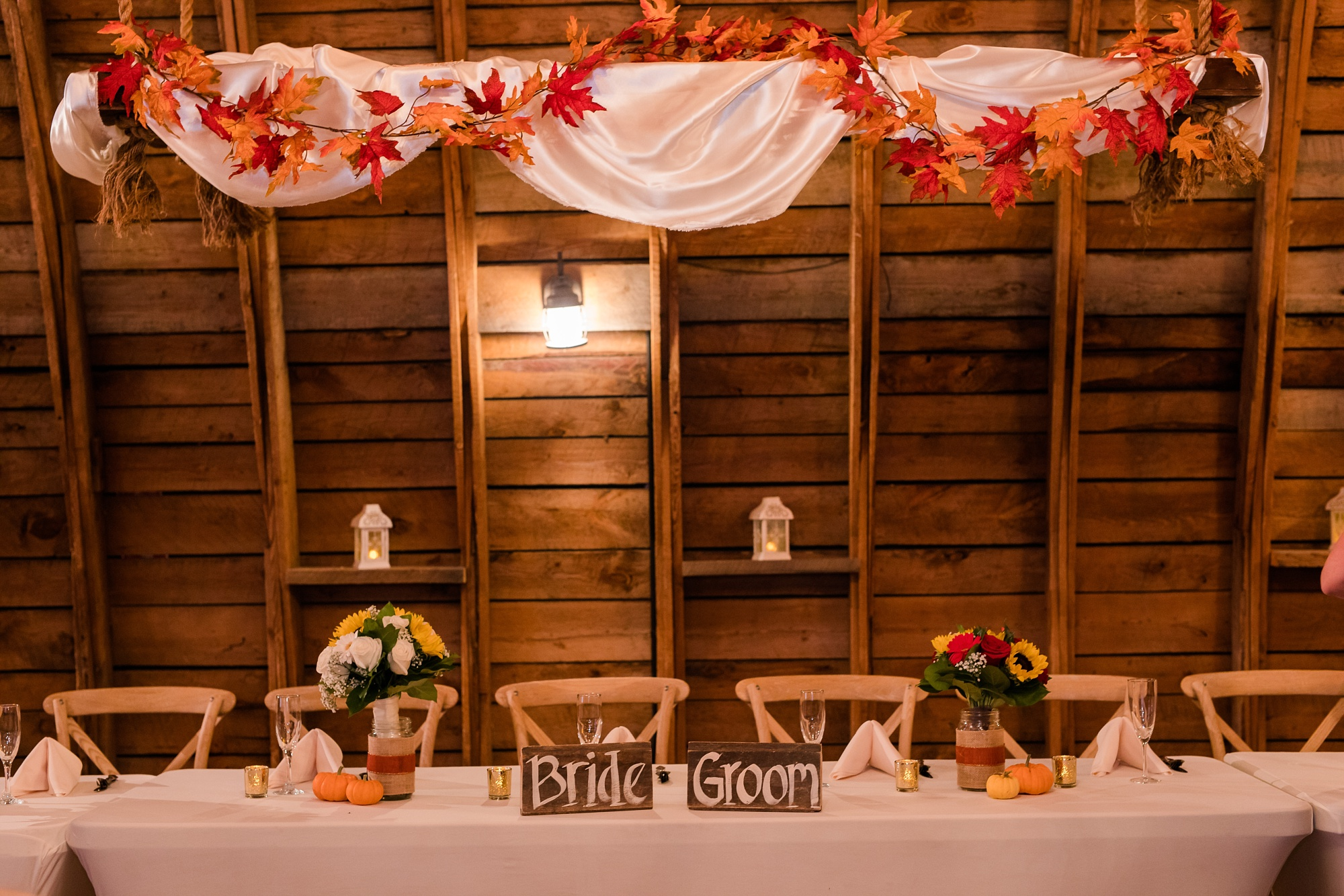 Amber Langerud_Rustic Oaks, MN winter barn wedding_0554.jpg