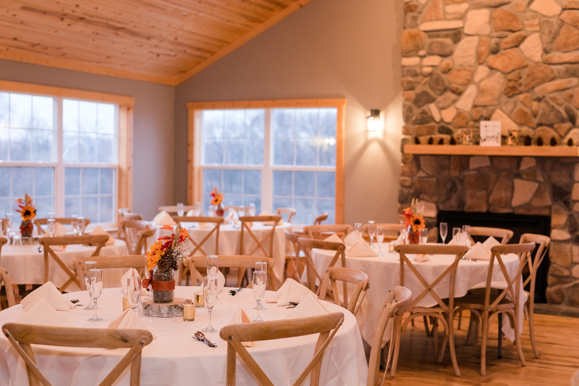 Amber Langerud_Rustic Oaks, MN winter barn wedding_0555.jpg
