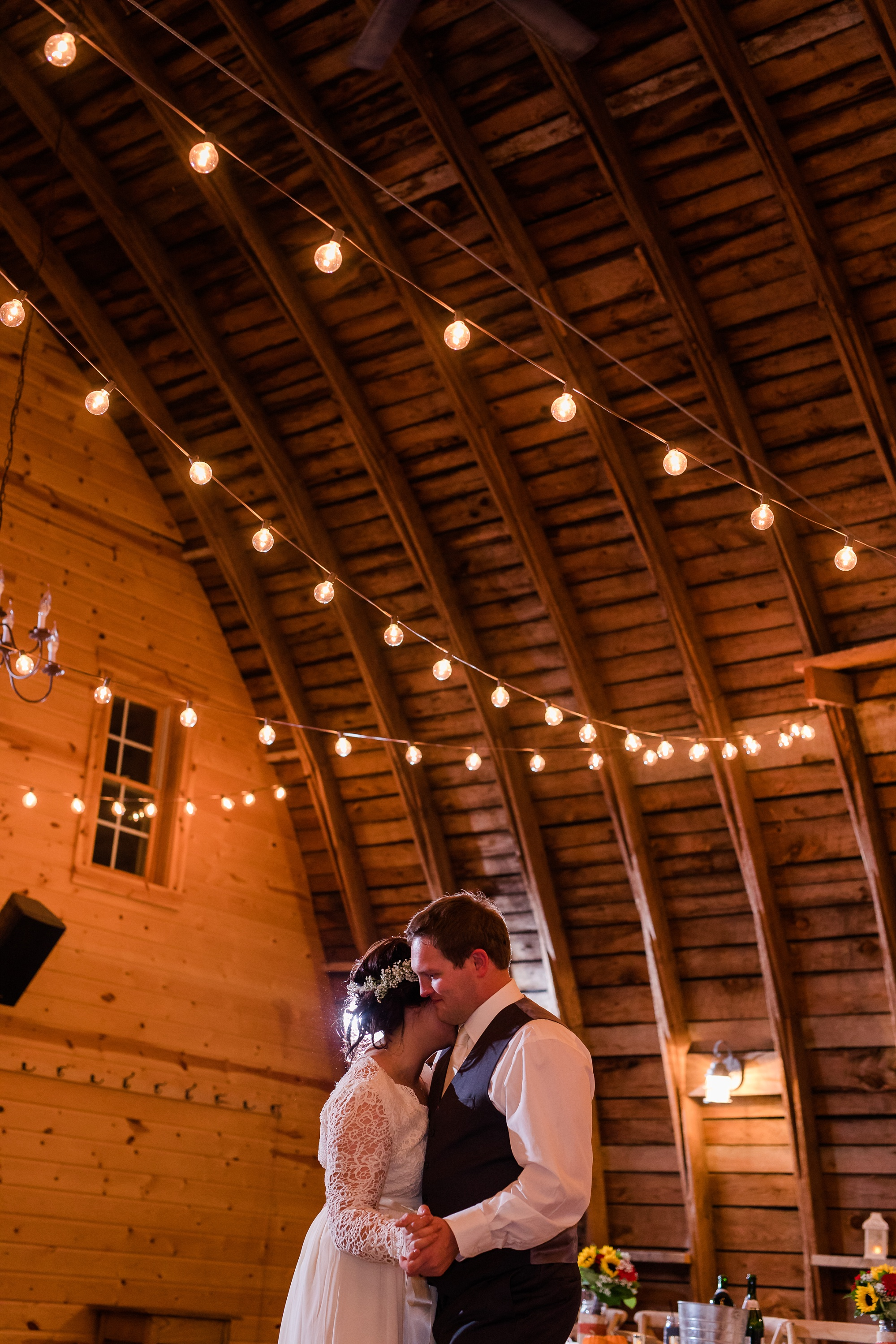 Amber Langerud_Rustic Oaks, MN winter barn wedding_0561.jpg