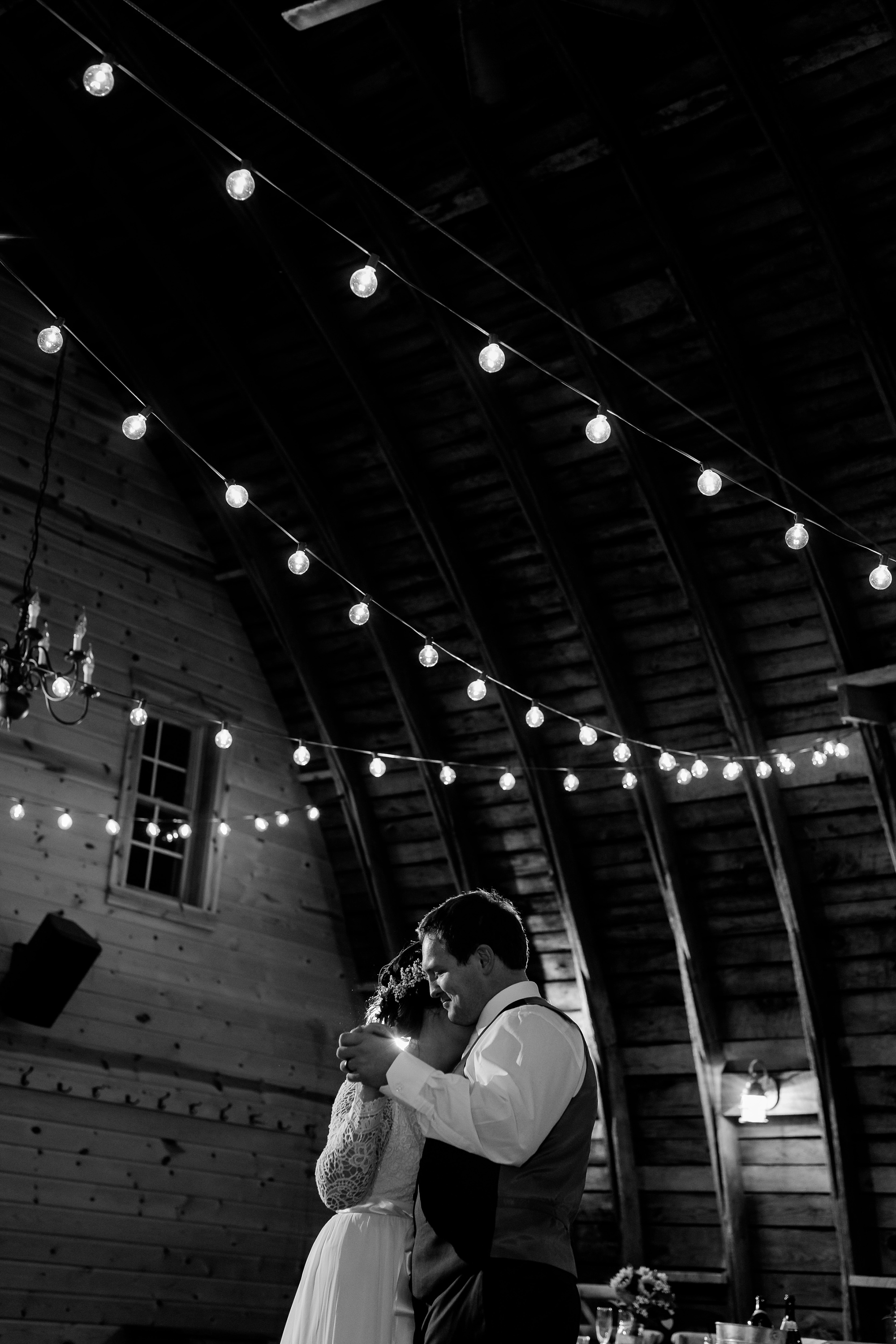 Amber Langerud_Rustic Oaks, MN winter barn wedding_0563.jpg