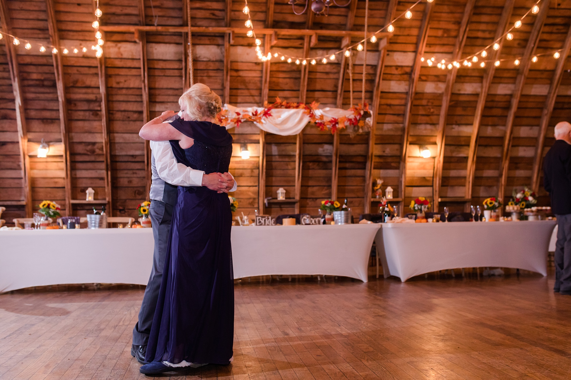 Amber Langerud_Rustic Oaks, MN winter barn wedding_0564.jpg