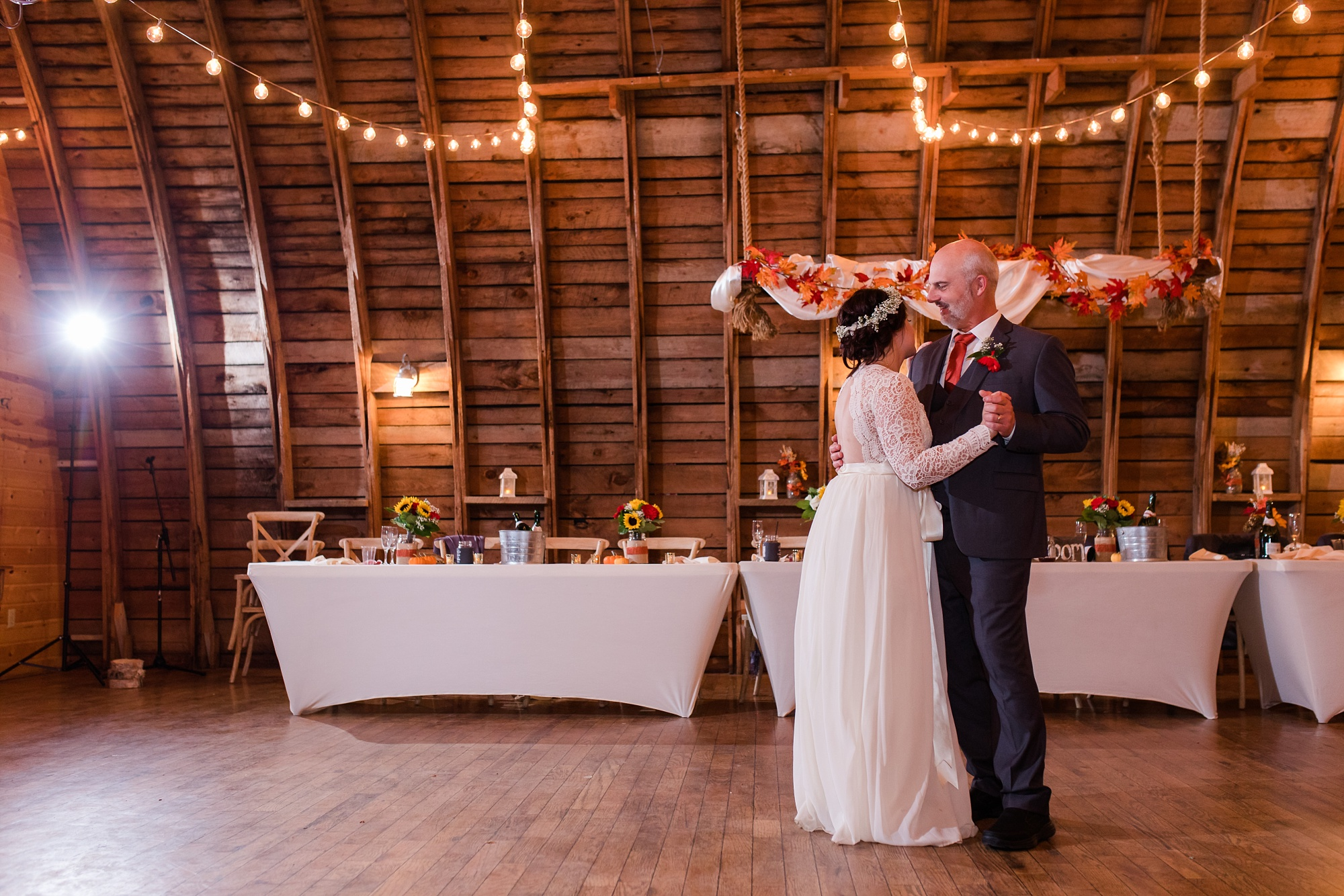 Amber Langerud_Rustic Oaks, MN winter barn wedding_0565.jpg