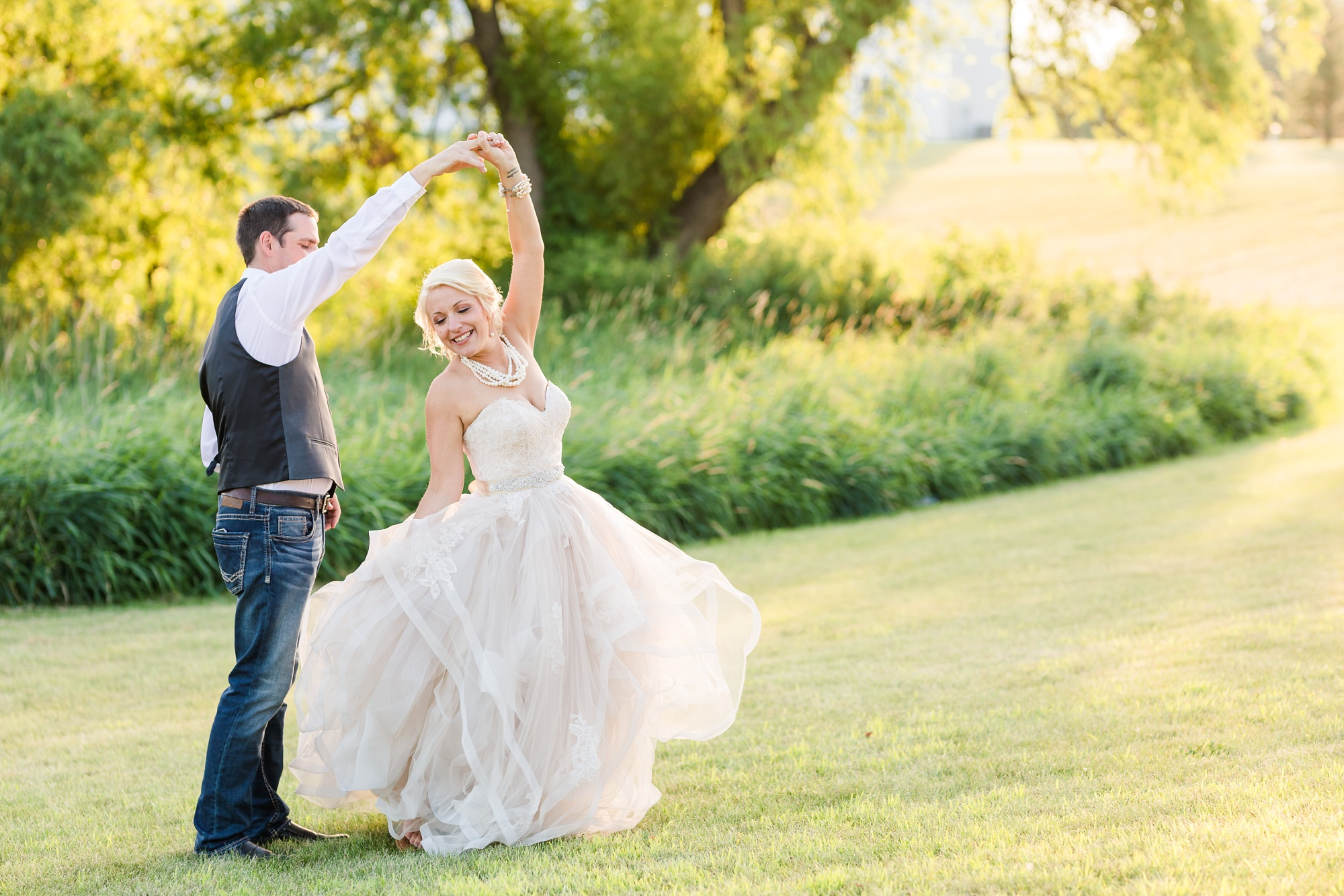 Amber Langerud Photography_Minnesota Barn Wedding_5118.jpg