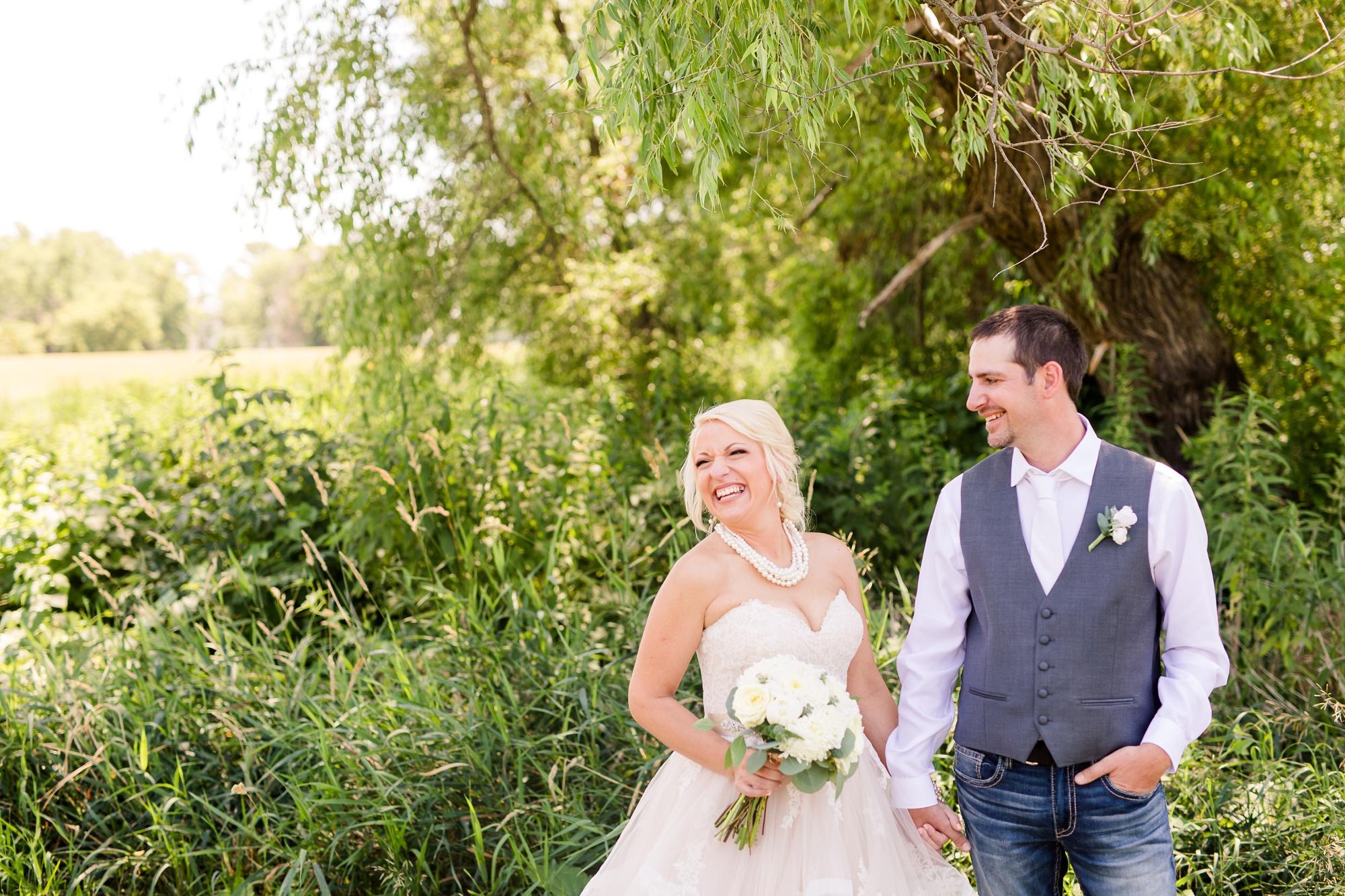 Amber Langerud Photography_Minnesota Barn Wedding_5147.jpg