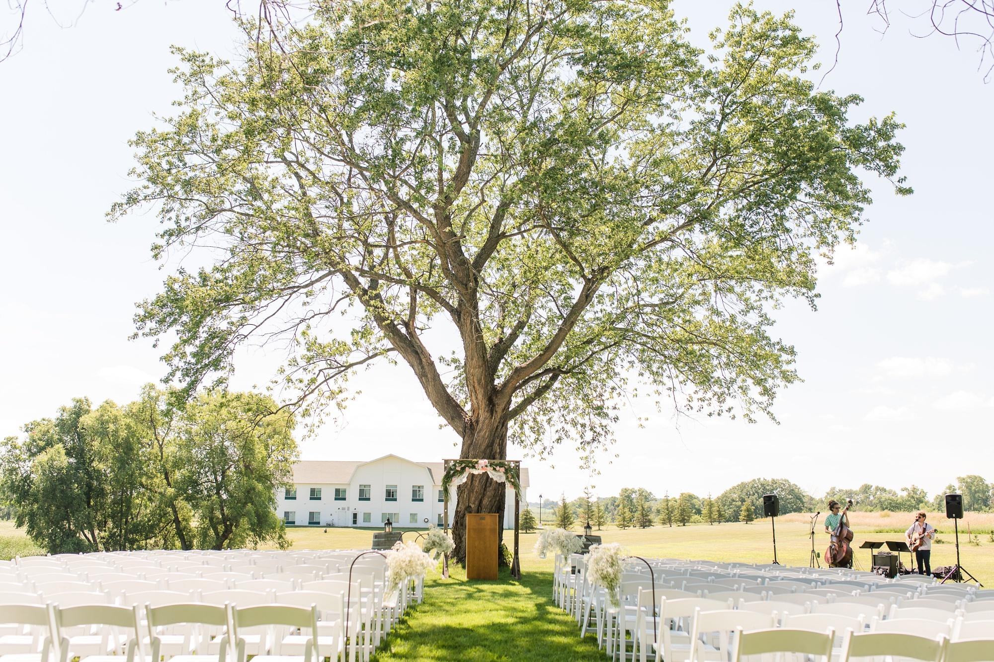 Amber Langerud Photography_Minnesota Barn Wedding_5171.jpg