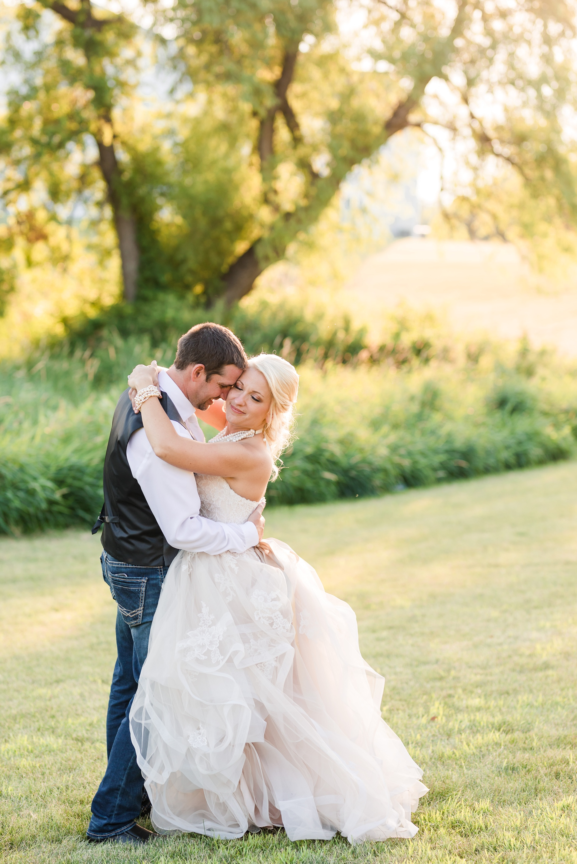 Amber Langerud Photography_Minnesota Barn Wedding_5202.jpg