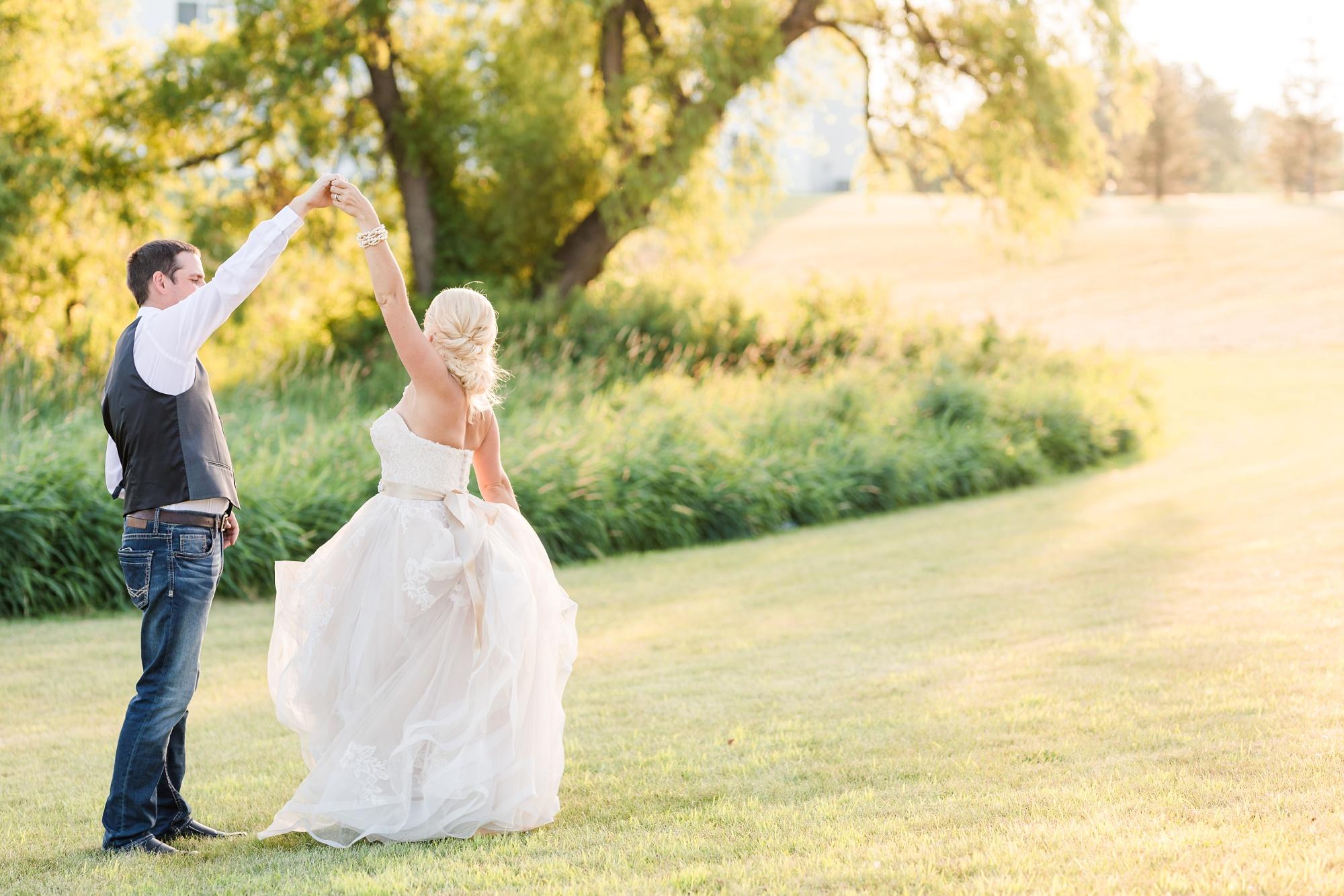 Amber Langerud Photography_Minnesota Barn Wedding_5205.jpg