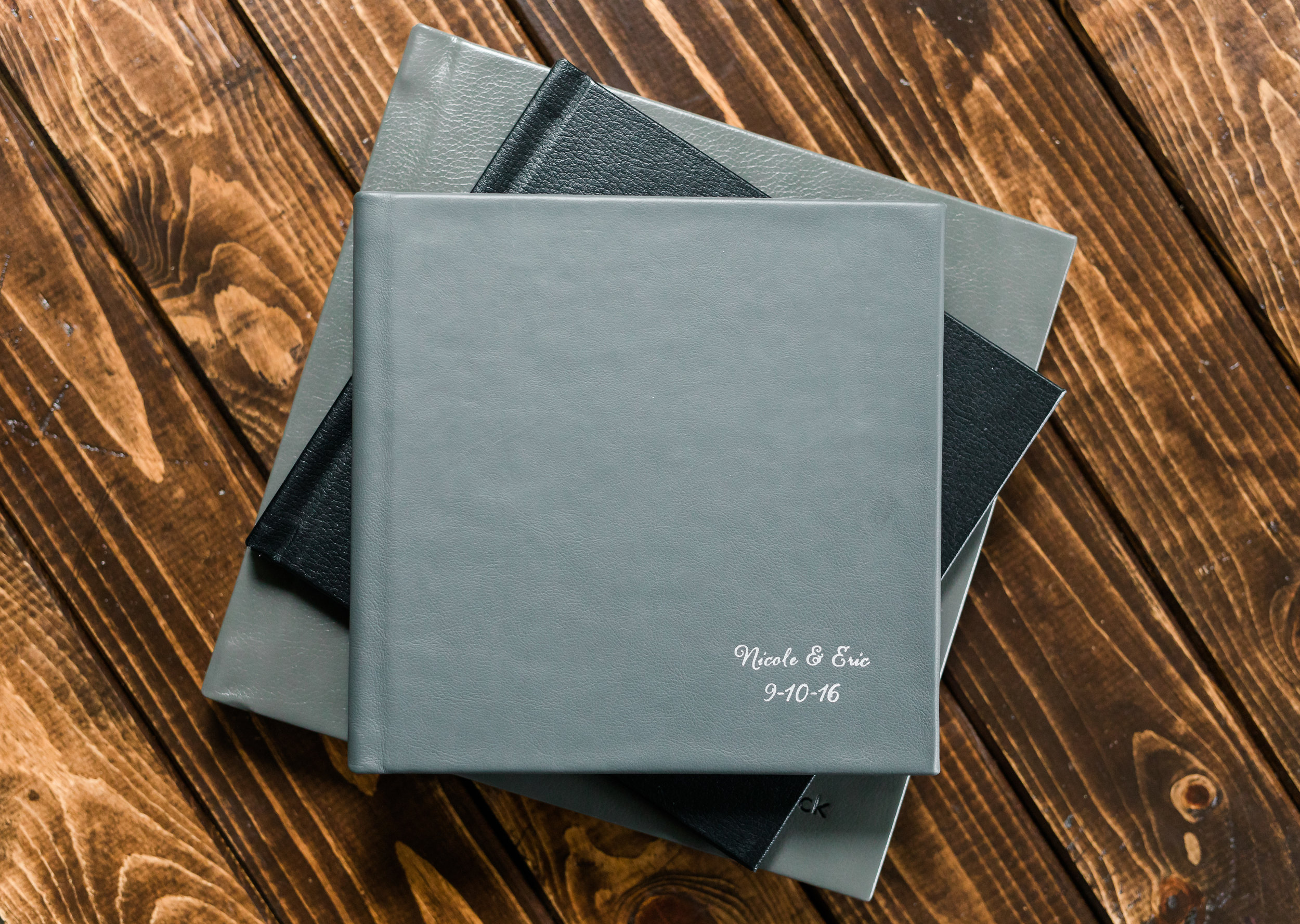 Photobook - Perfect for seniors, family portraits and weddings!10x10 inch, 15 spread book$4008x8 inch, 10 spread book$250