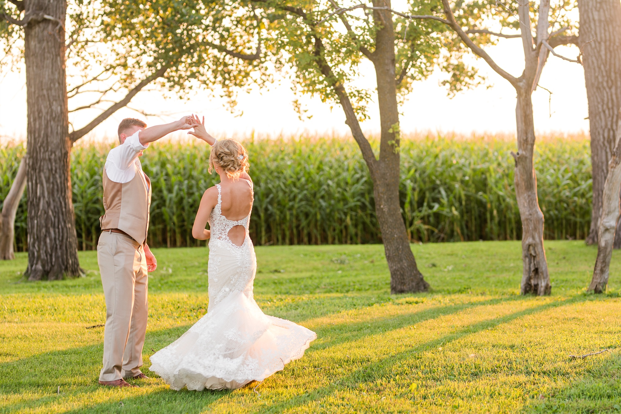 Amber Langerud Photography_Vintage Garden Minnesota Barn Wedding_5292.jpg