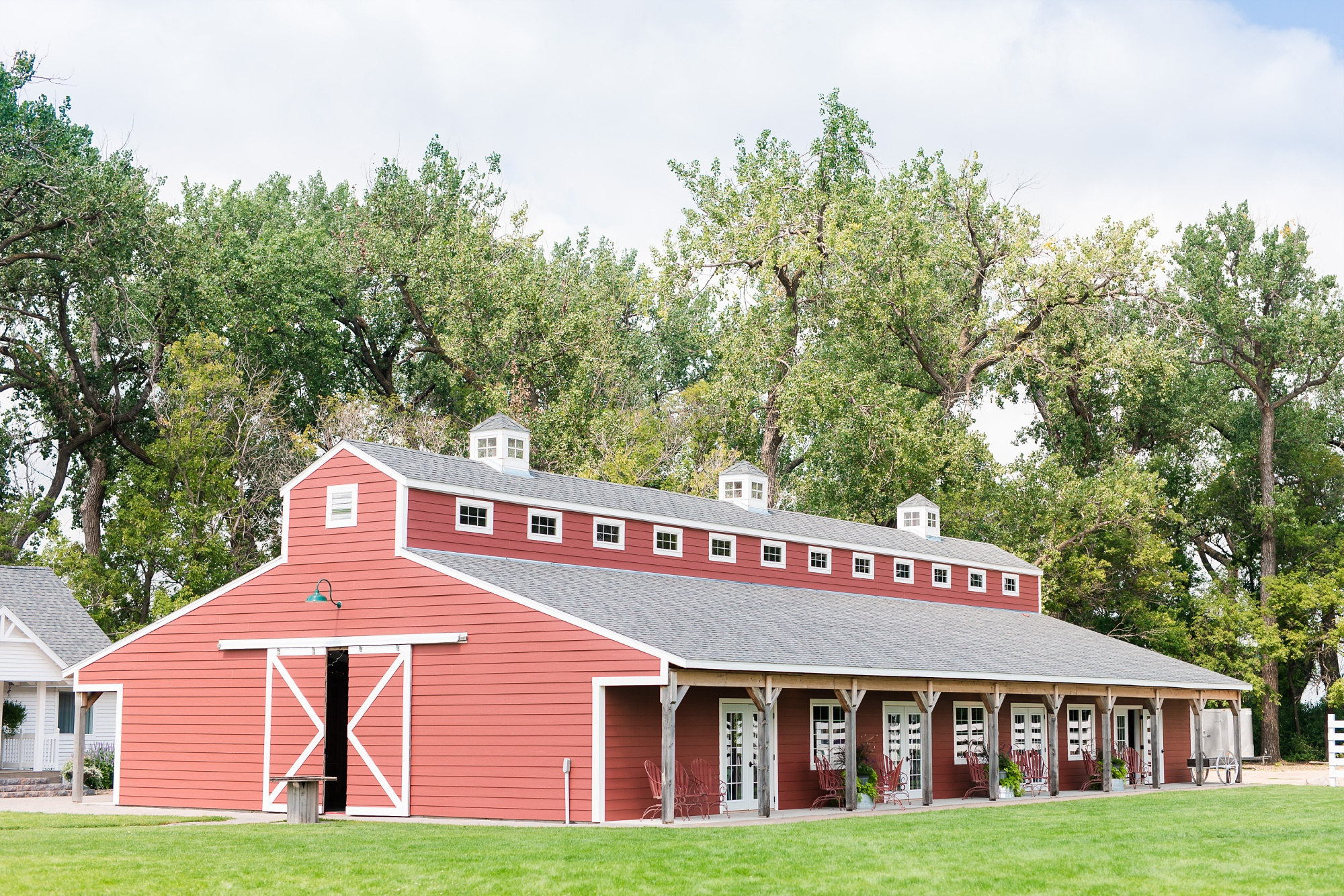 Amber Langerud Photography_Vintage Garden Minnesota Barn Wedding_5311.jpg