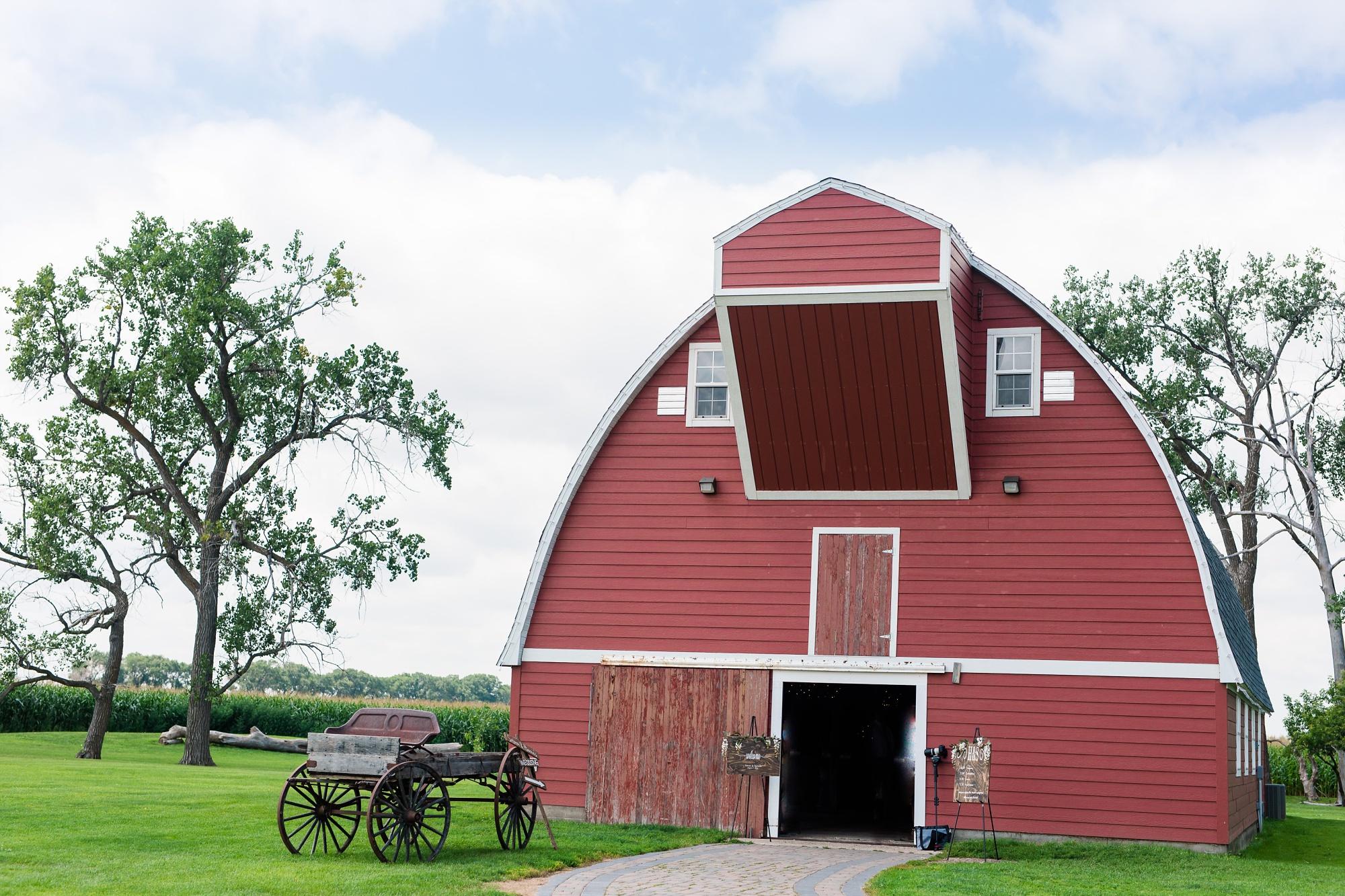 Amber Langerud Photography_Vintage Garden Minnesota Barn Wedding_5312.jpg