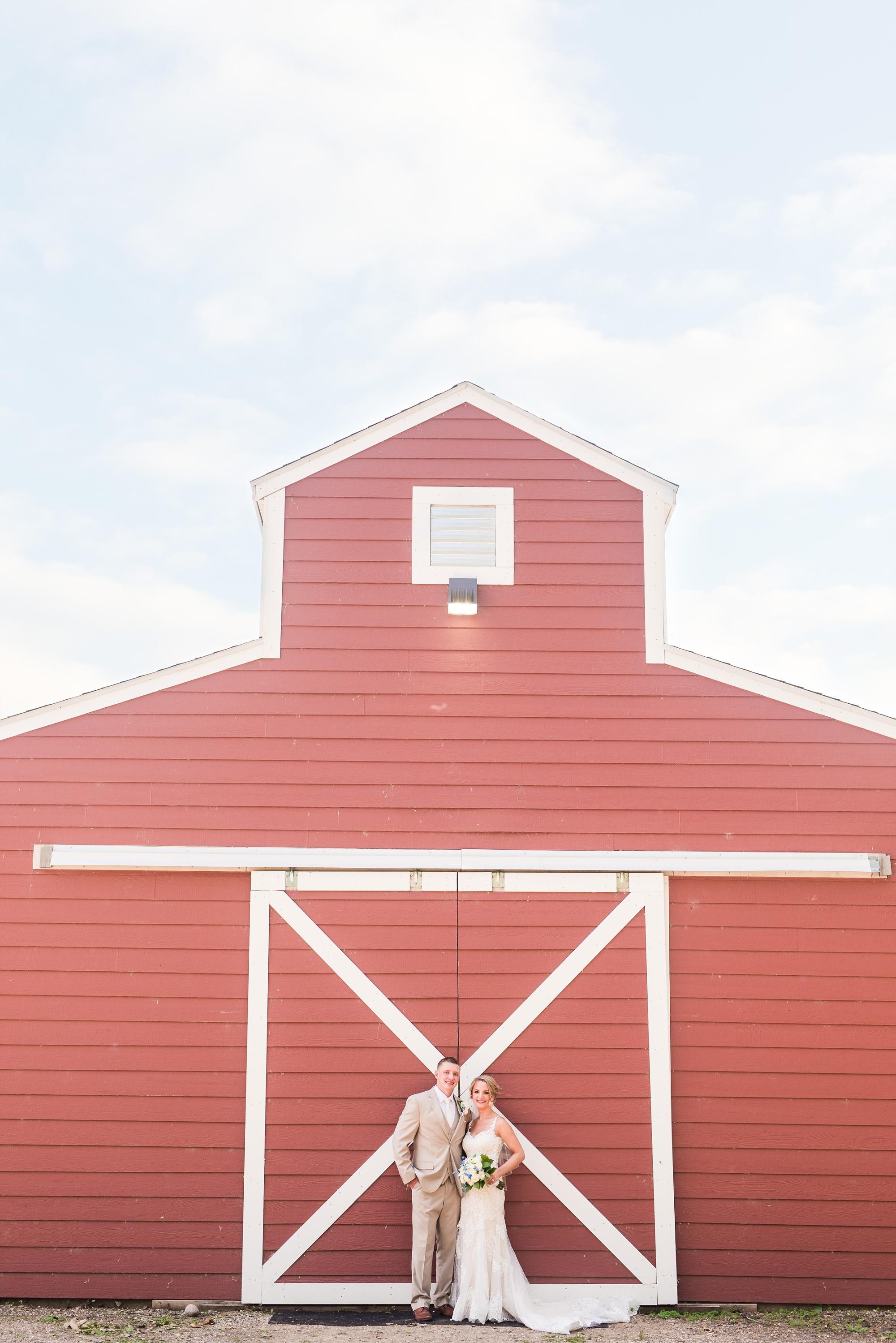 Amber Langerud Photography_Vintage Garden Minnesota Barn Wedding_5335.jpg