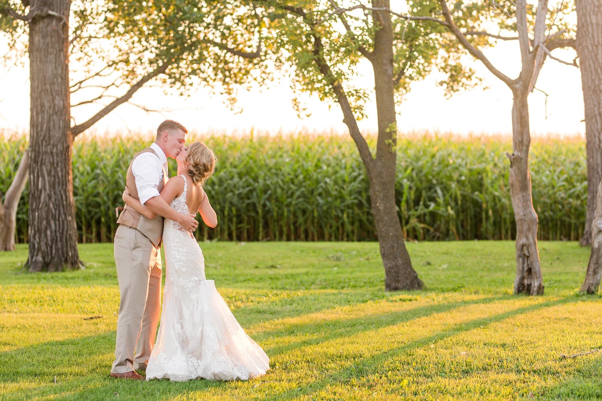 Amber Langerud Photography_Vintage Garden Minnesota Barn Wedding_5397.jpg