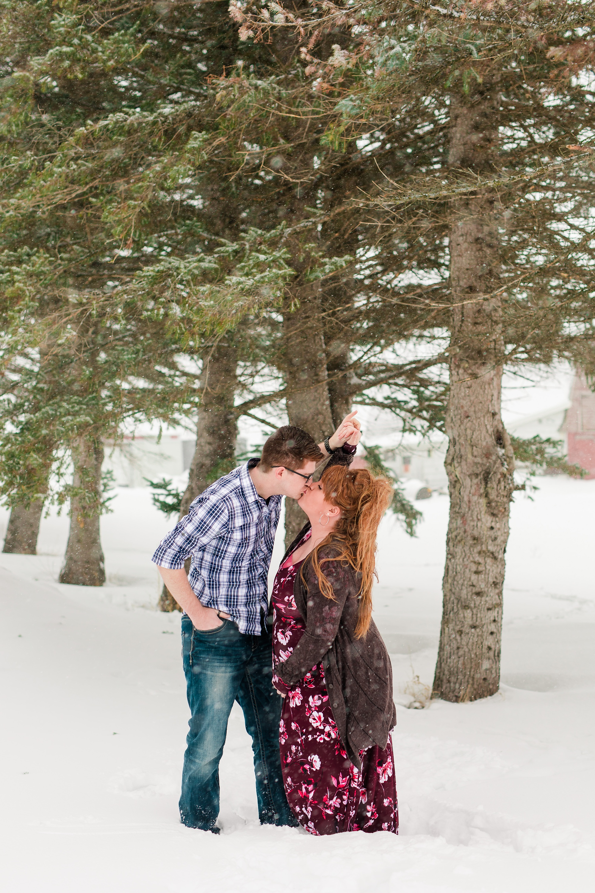 Amber Langerud Photography_Winter Maternity Session_6199.jpg