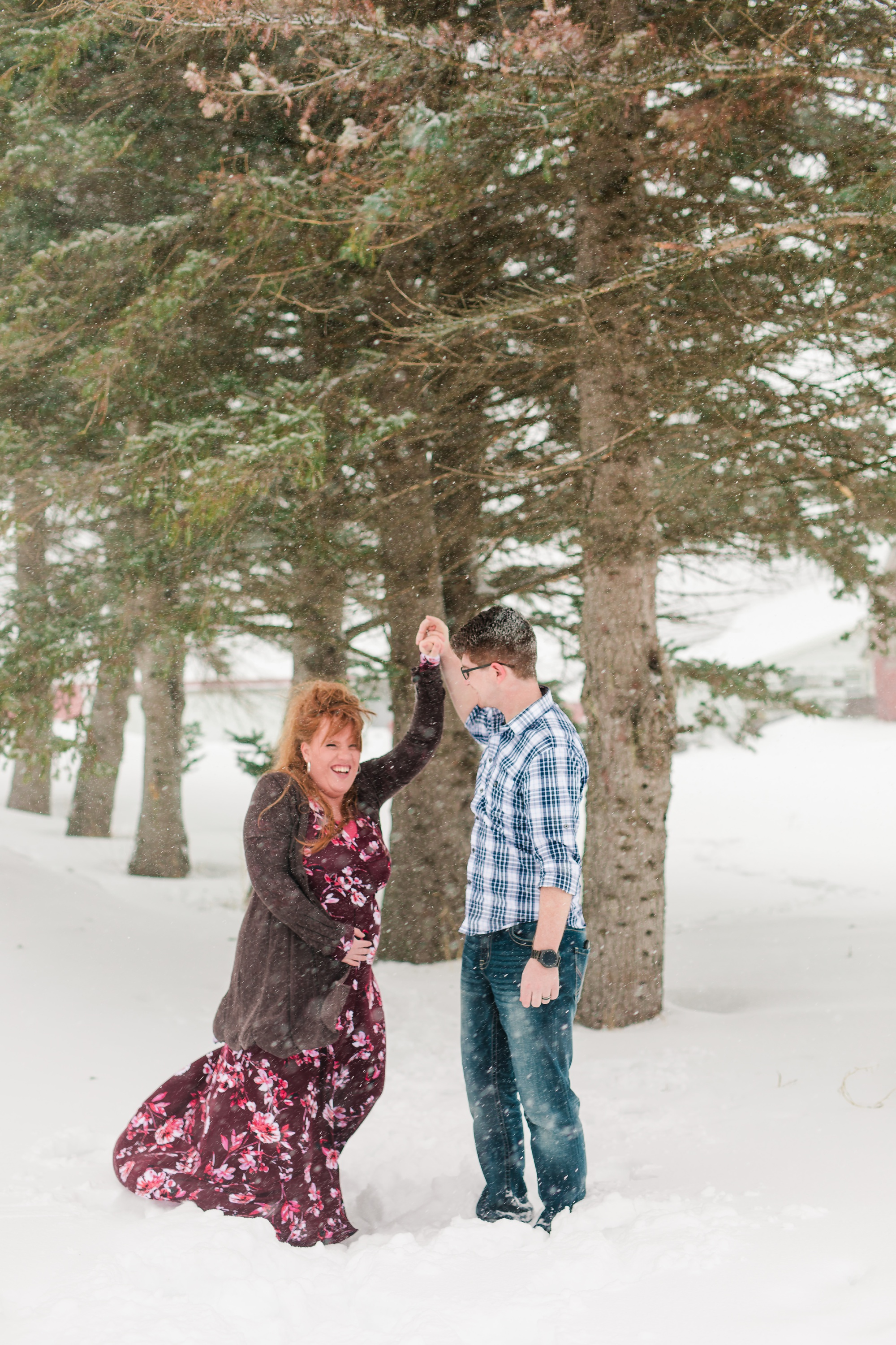 Amber Langerud Photography_Winter Maternity Session_6203.jpg