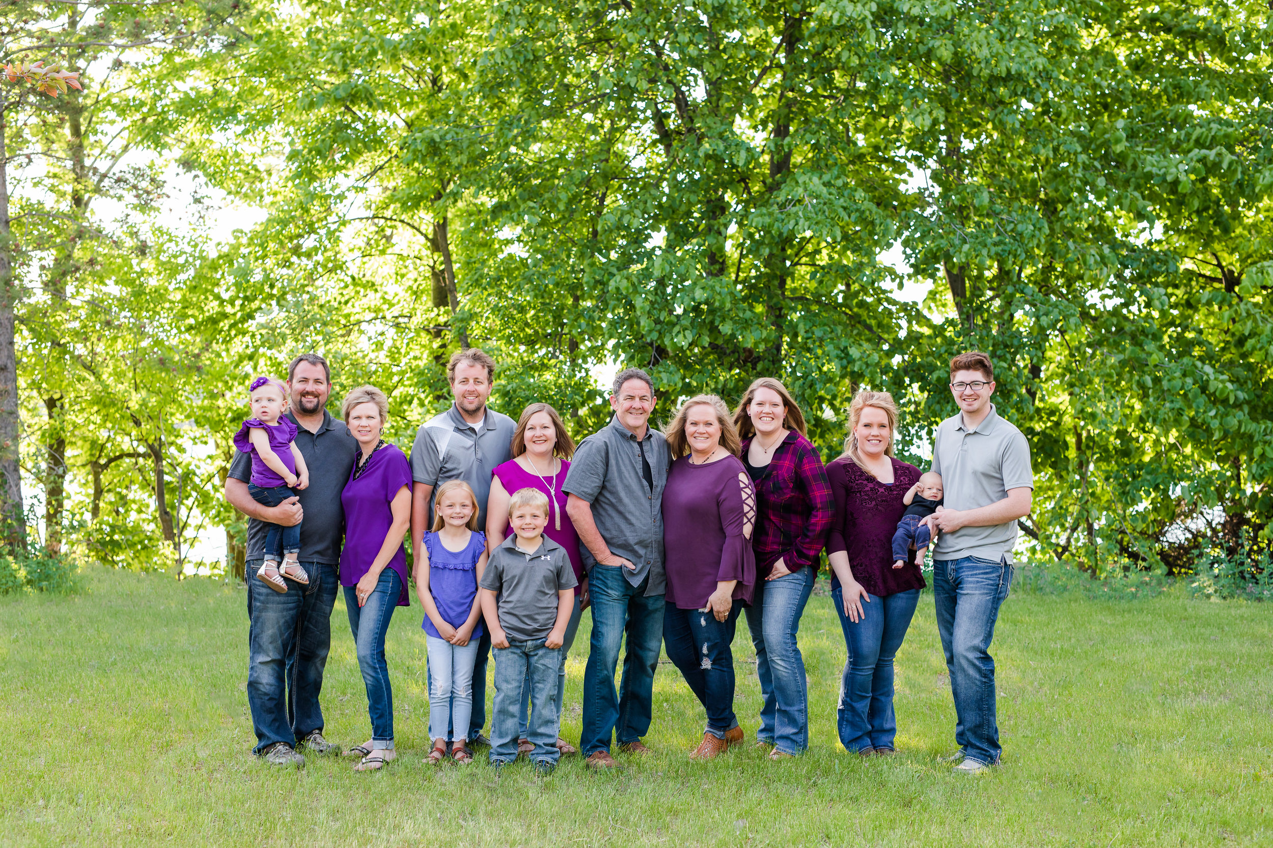Extended Family Session - Includes appx 1 hour of photography timePerfect for multiple groupings with your extended family40+ digital images with print release$525