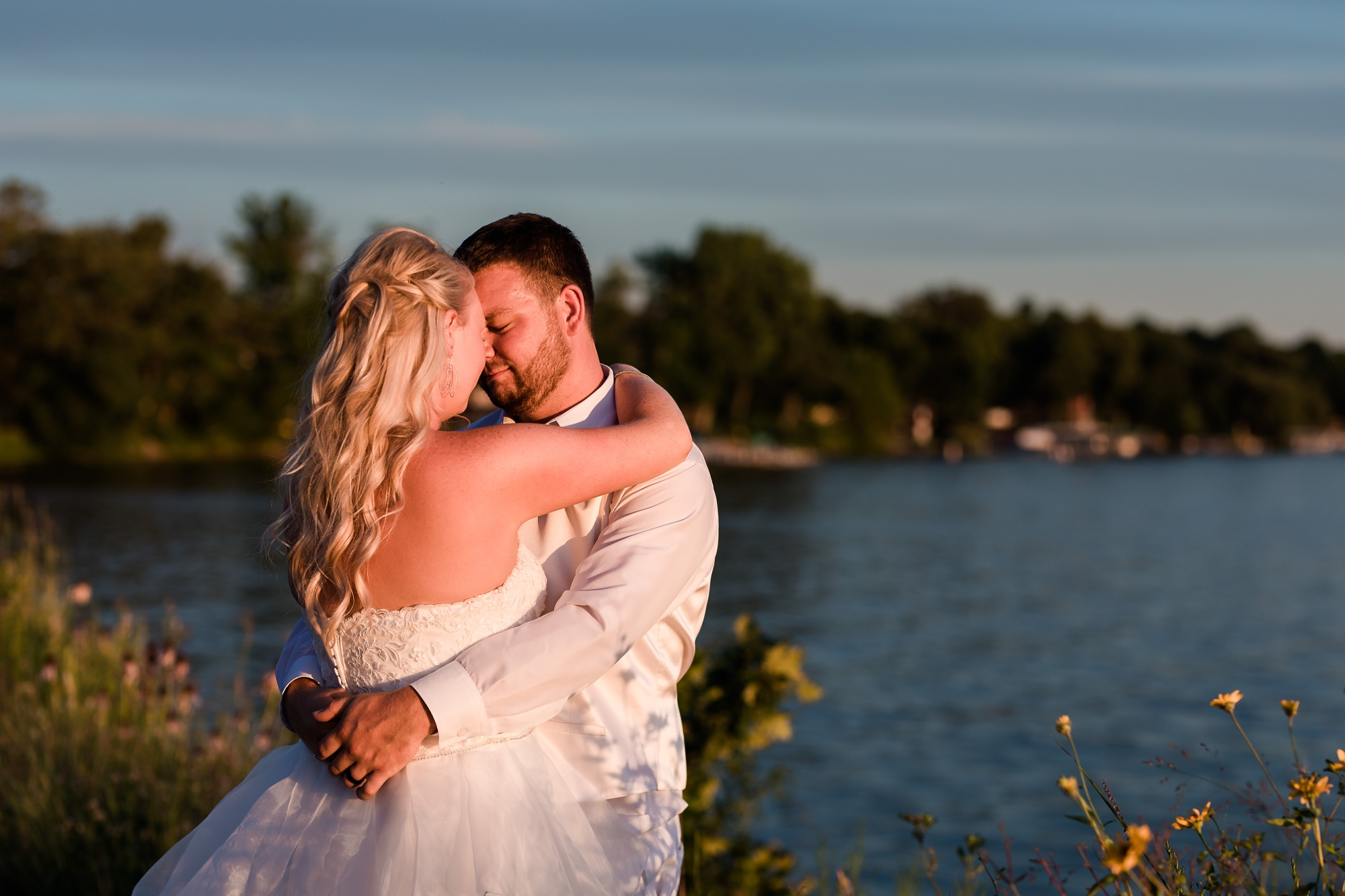 Amber Langerud Photography_Holiday Inn on the Lake Wedding_6556.jpg