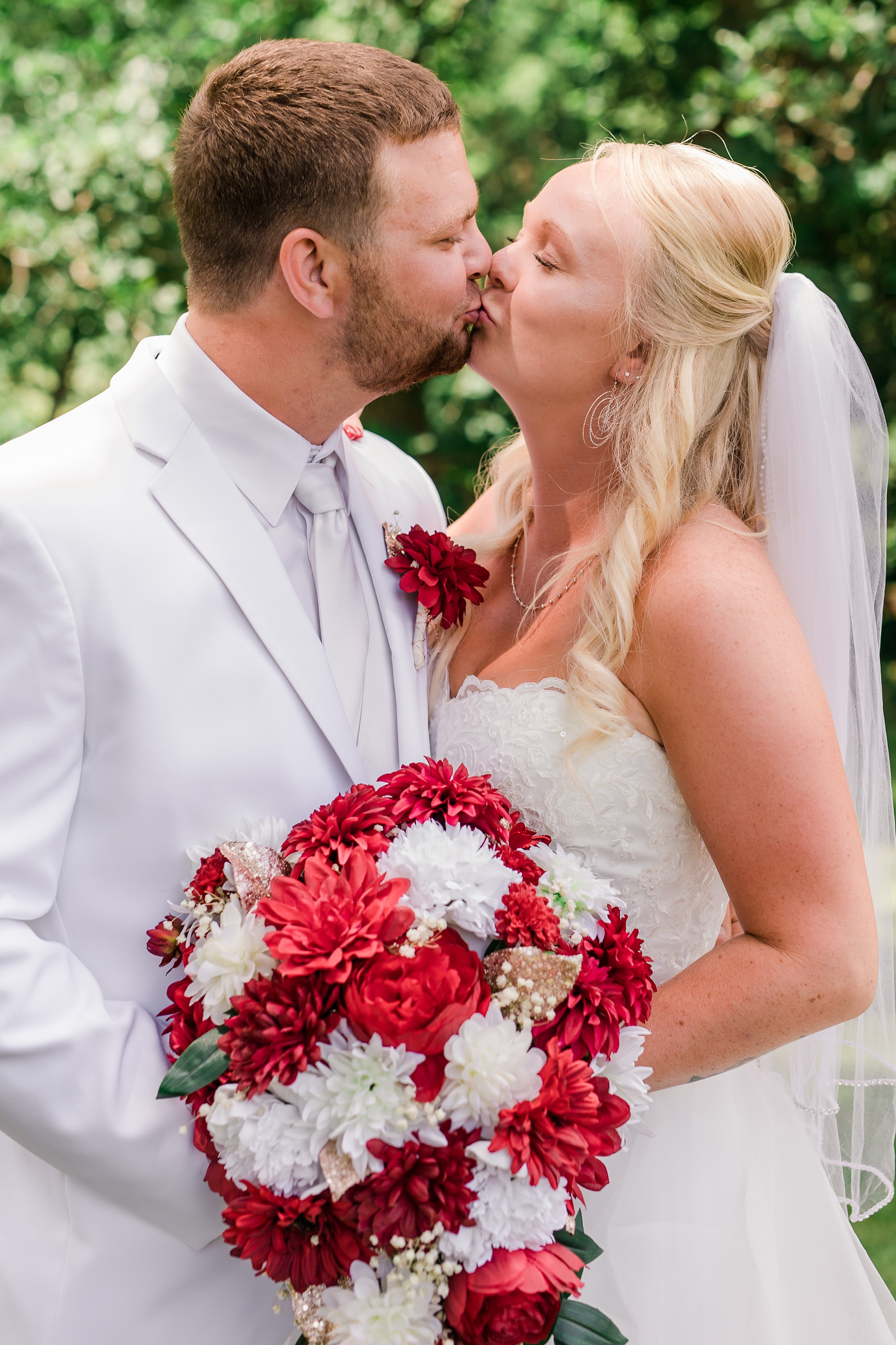 Amber Langerud Photography_Holiday Inn on the Lake Wedding_6568.jpg