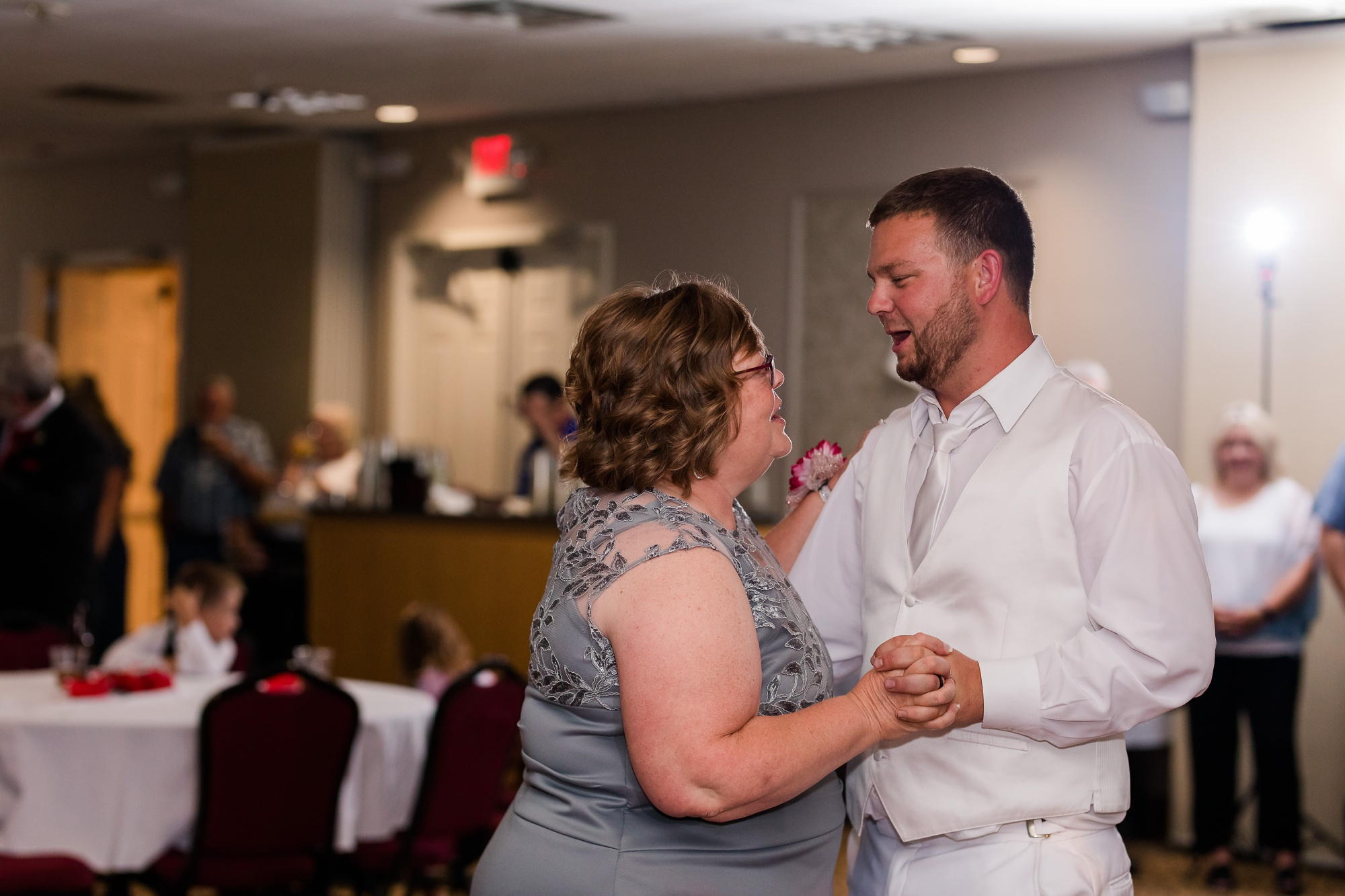 Amber Langerud Photography_Holiday Inn on the Lake Wedding_6607.jpg