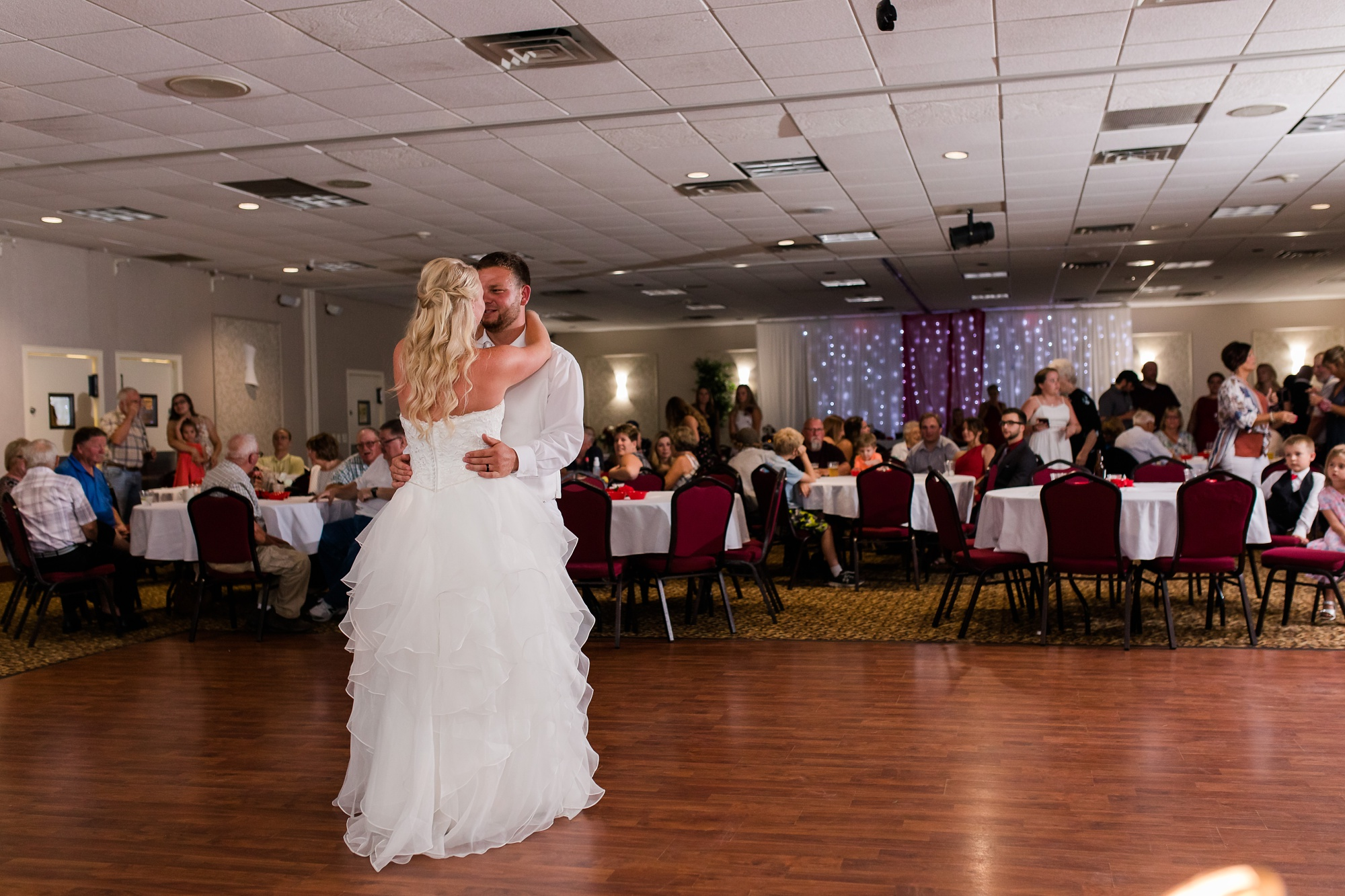 Amber Langerud Photography_Holiday Inn on the Lake Wedding_6605.jpg