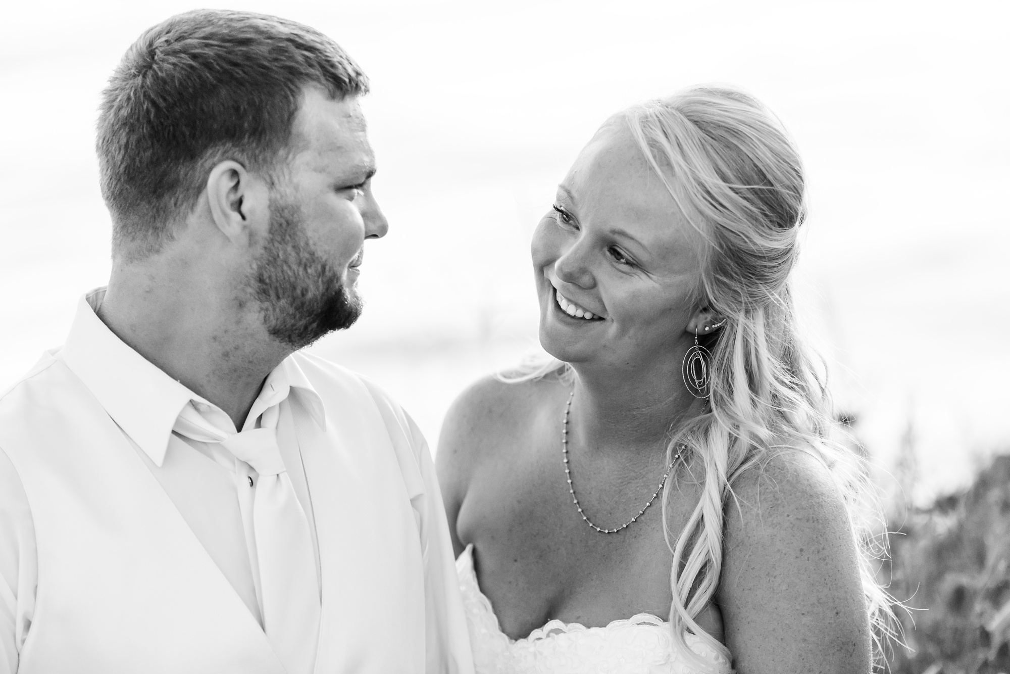 Amber Langerud Photography_Holiday Inn on the Lake Wedding_6610.jpg