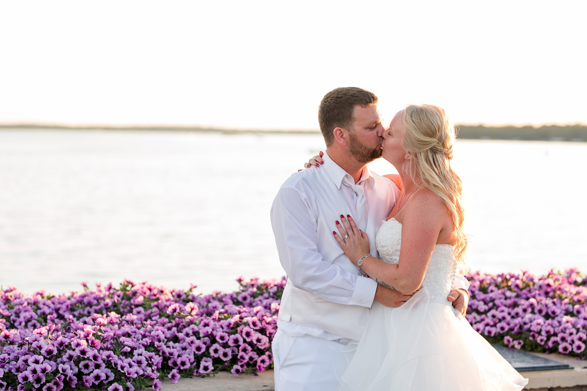 Amber Langerud Photography_Holiday Inn on the Lake Wedding_6612.jpg