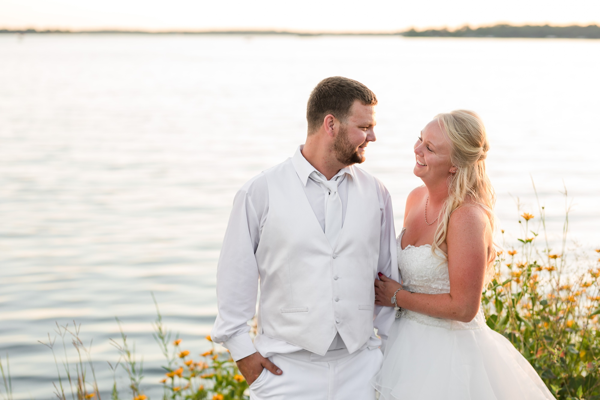 Amber Langerud Photography_Holiday Inn on the Lake Wedding_6617.jpg