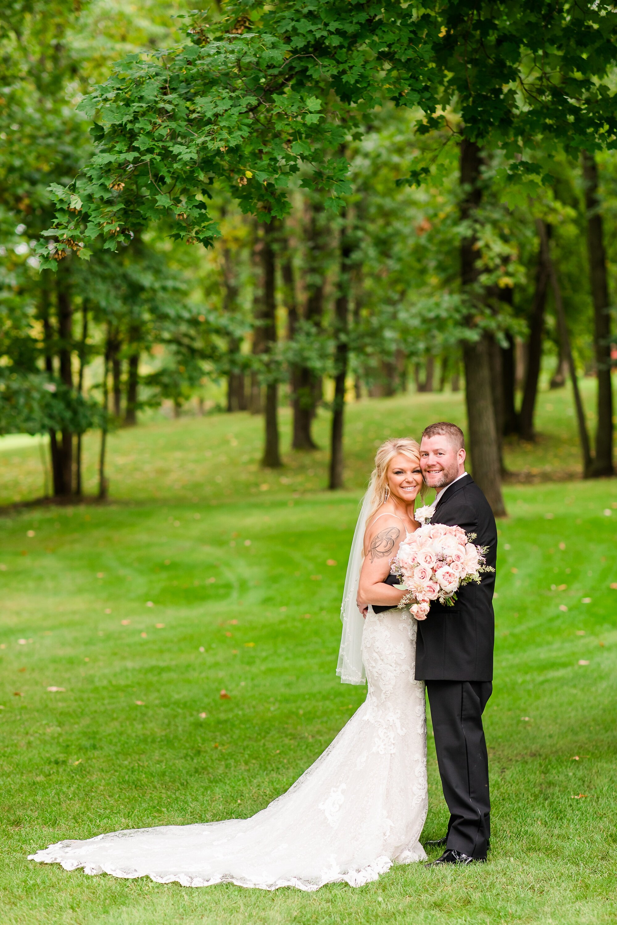 Amber Langerud Photography_Eagle Lake Rustic Styled Outdoor Wedding in Minnesota_6838.jpg