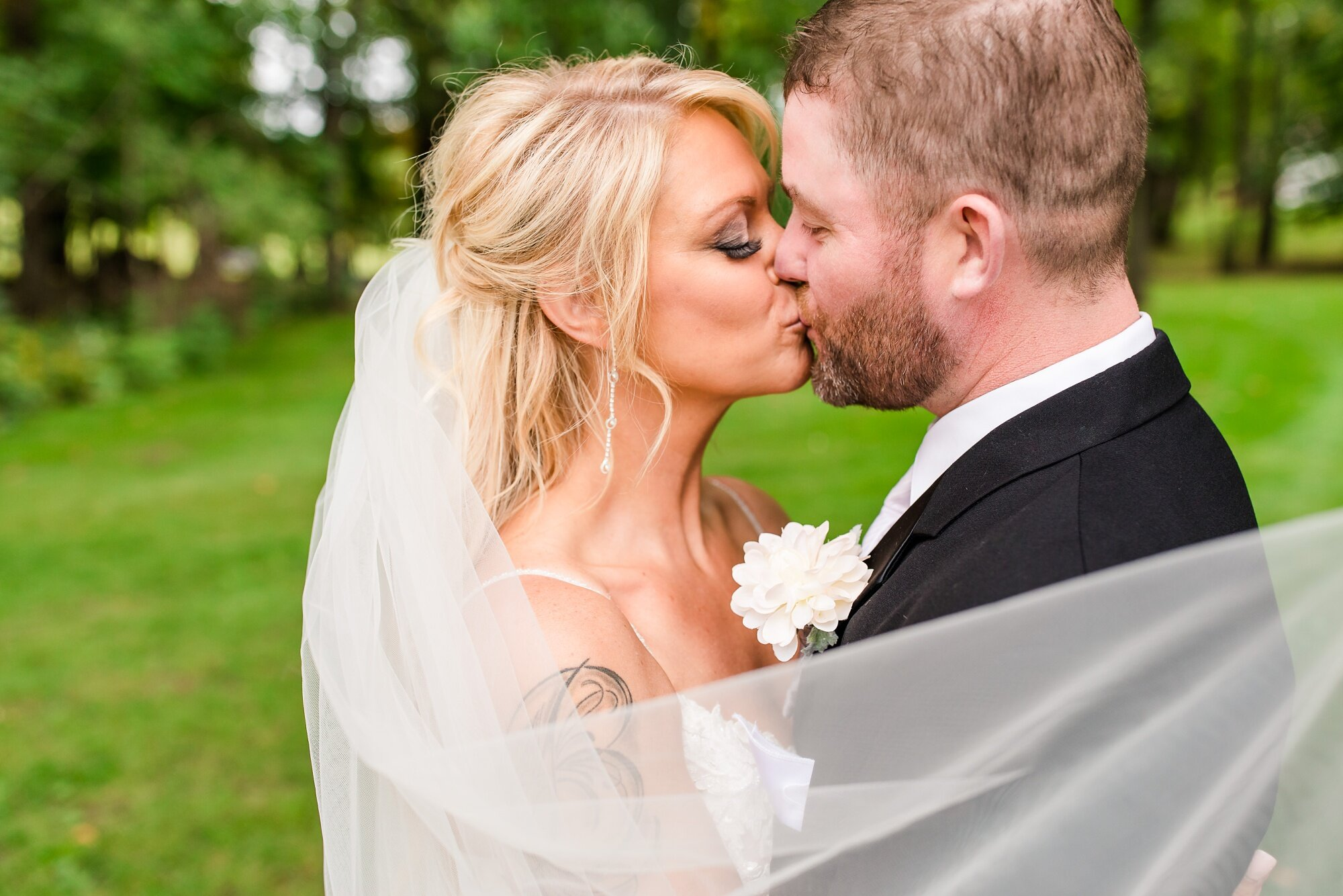 Amber Langerud Photography_Eagle Lake Rustic Styled Outdoor Wedding in Minnesota_6843.jpg