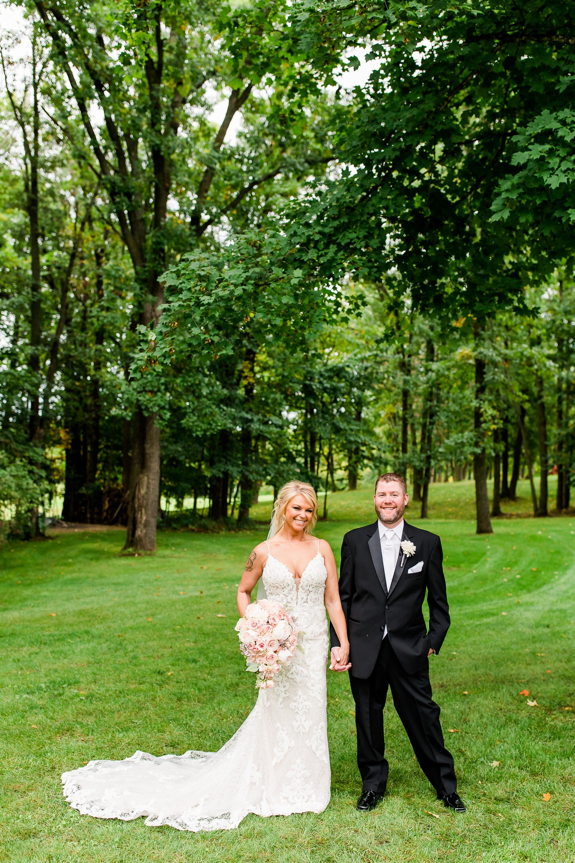 Amber Langerud Photography_Eagle Lake Rustic Styled Outdoor Wedding in Minnesota_6841.jpg