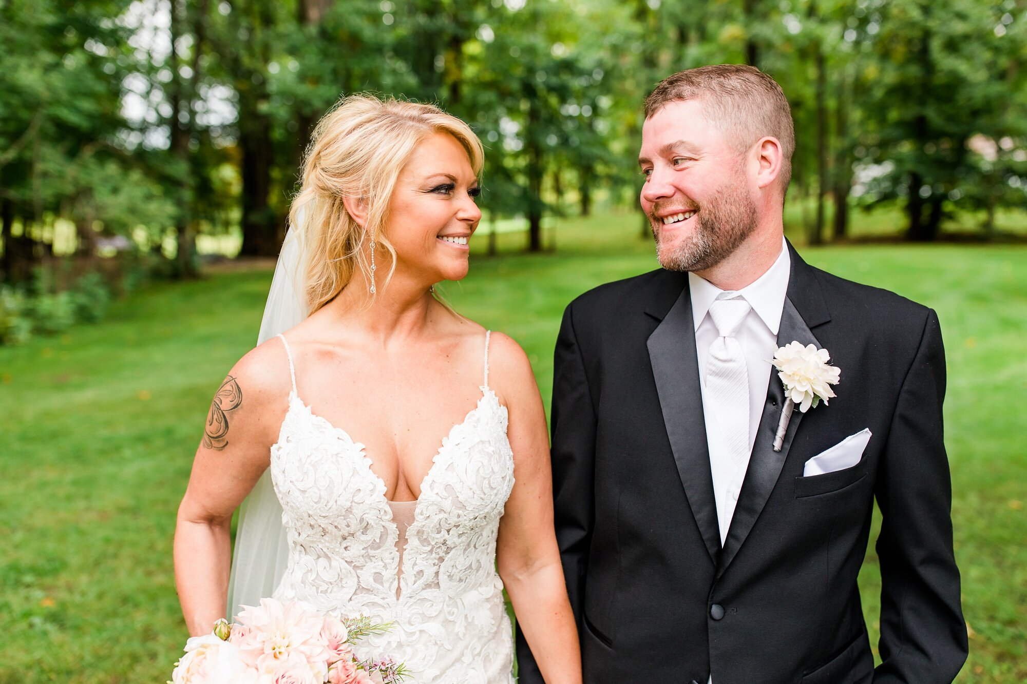 Amber Langerud Photography_Eagle Lake Rustic Styled Outdoor Wedding in Minnesota_6846.jpg