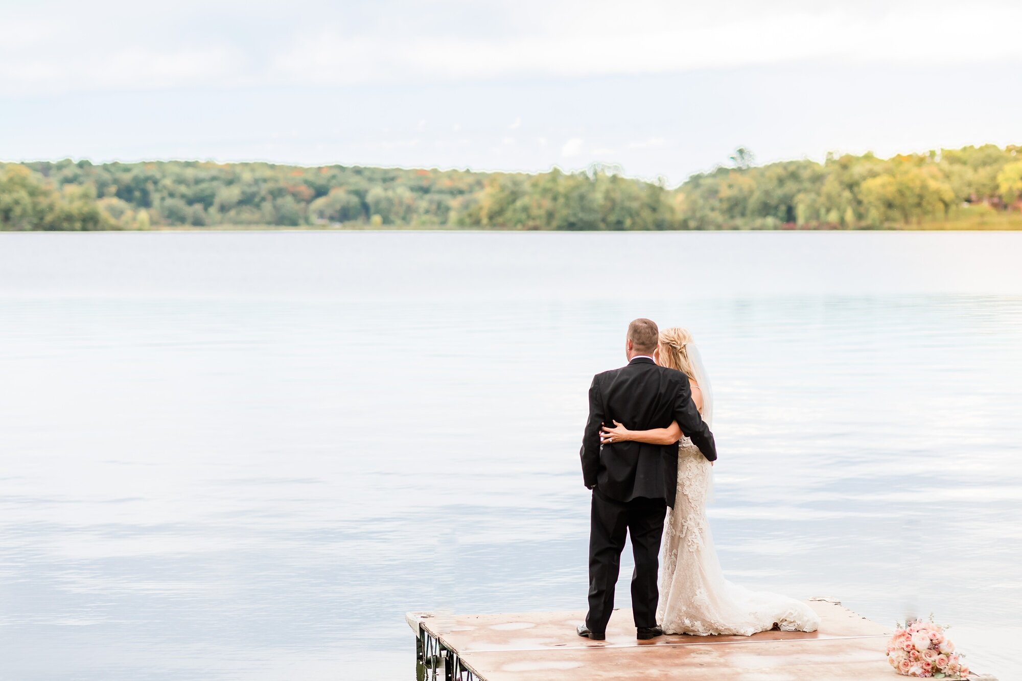 Amber Langerud Photography_Eagle Lake Rustic Styled Outdoor Wedding in Minnesota_6858.jpg