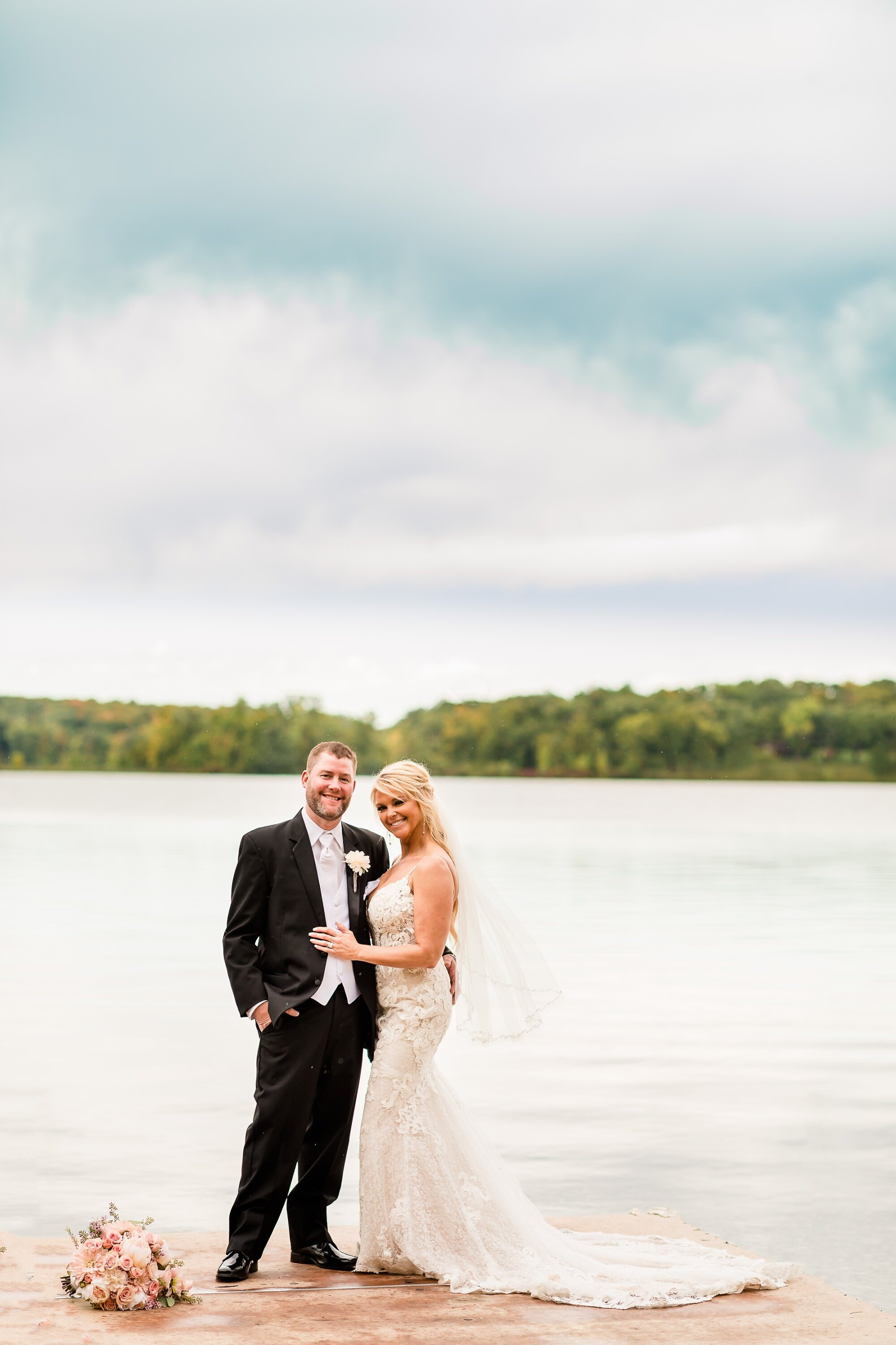 Amber Langerud Photography_Eagle Lake Rustic Styled Outdoor Wedding in Minnesota_6860.jpg
