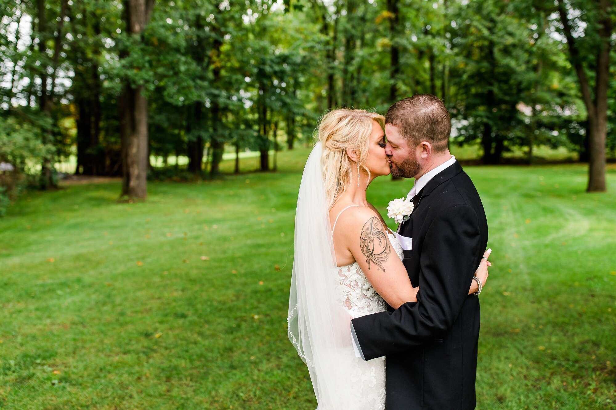 Amber Langerud Photography_Eagle Lake Rustic Styled Outdoor Wedding in Minnesota_6894.jpg