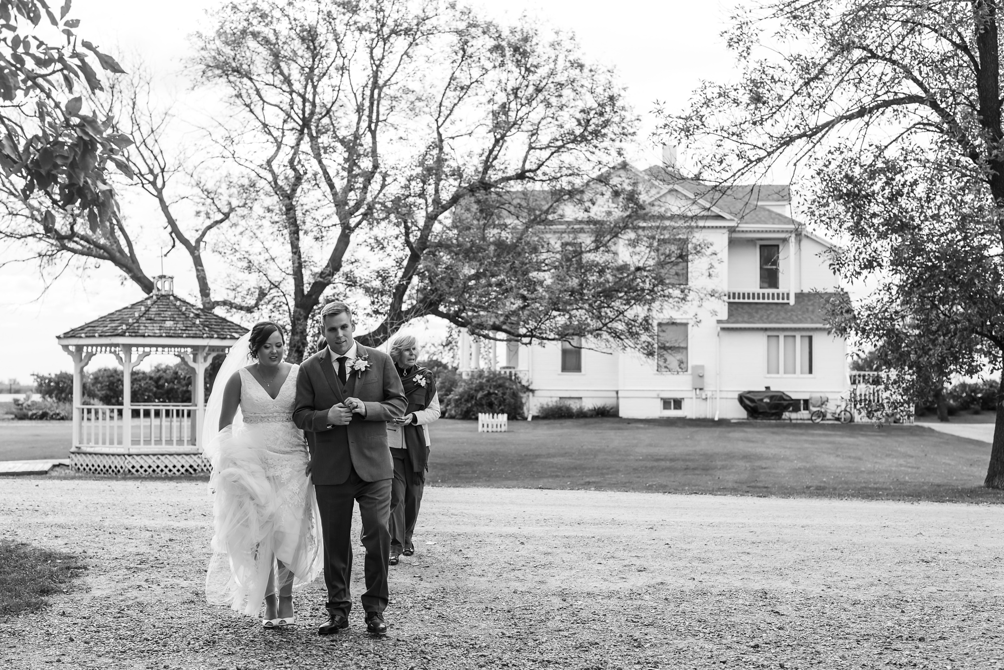 Amber Langerud Photography_Moohread, Outdoor, Barn Wedding at A Friends House_7114.jpg